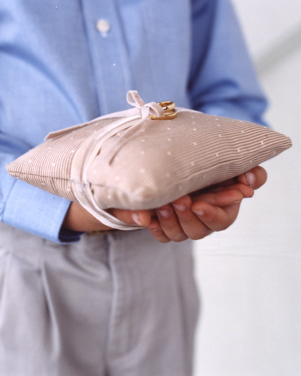 Easy-to-Hold Ring Pillow