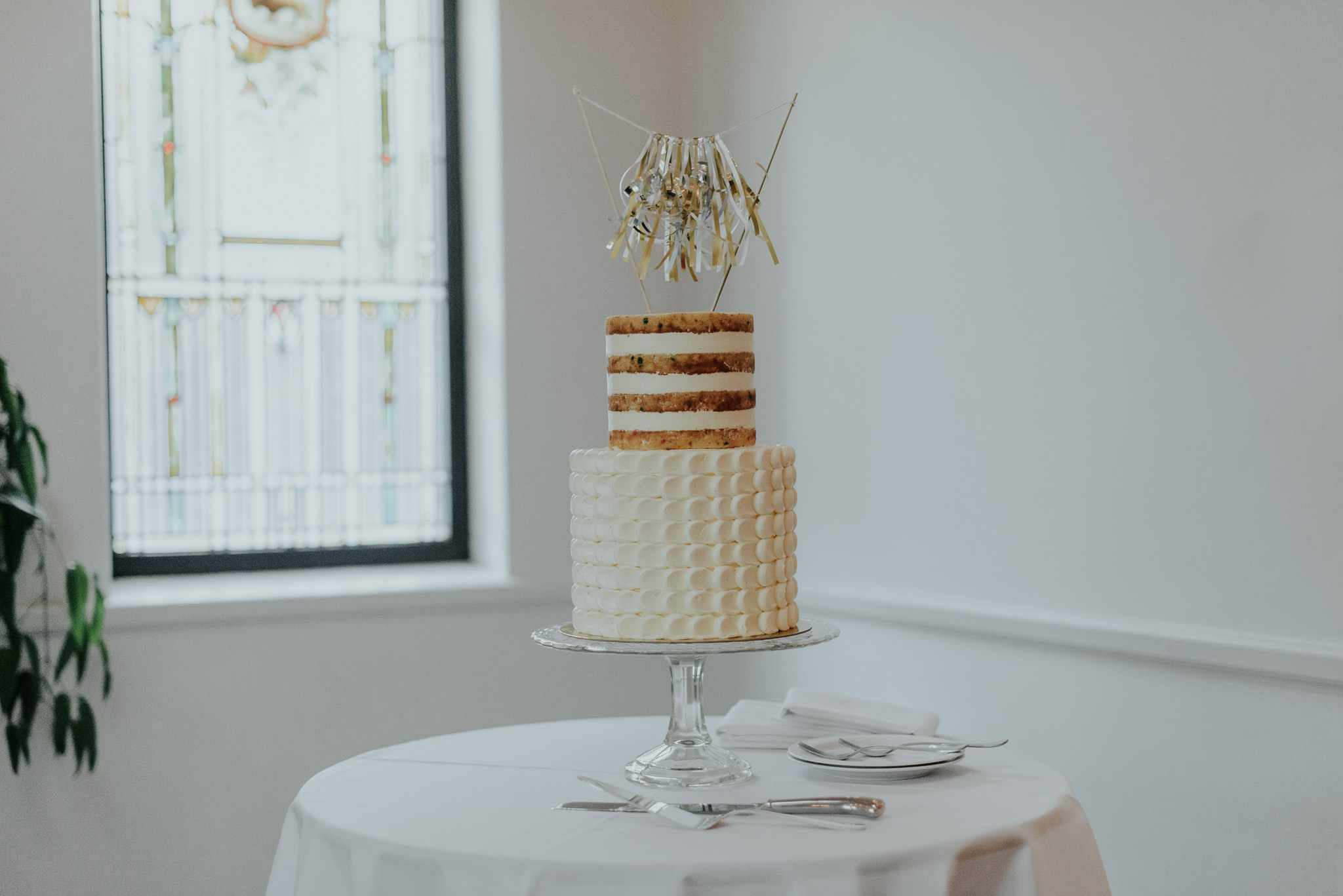 wedding cake toppers hannah martin photography
