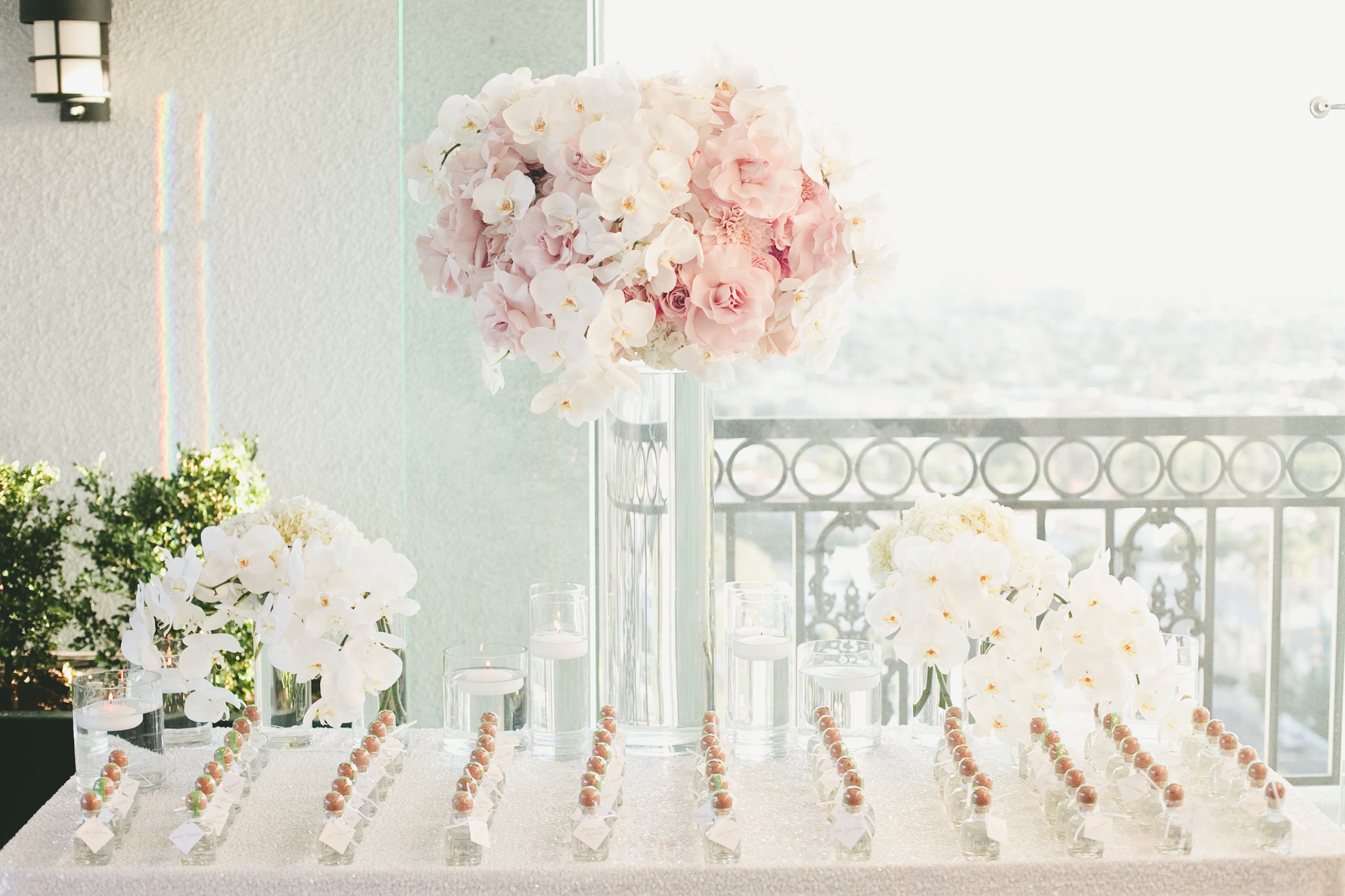 favor display with centerpiece