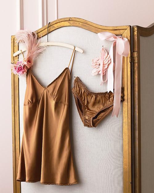 mwd105363_spr10_lingerie1.jpg
