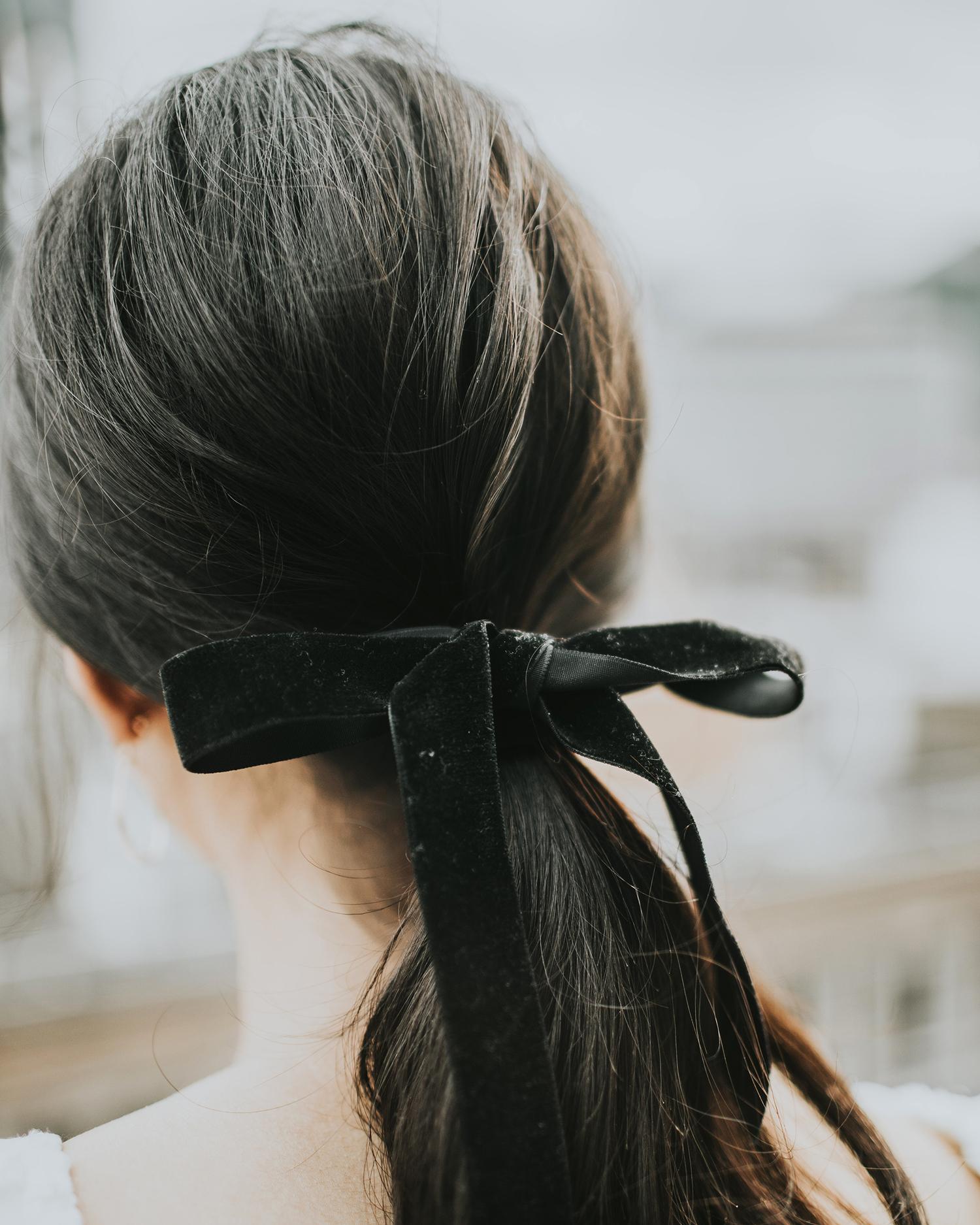 ribbon wedding ideas ponytail with black velvet ribbon