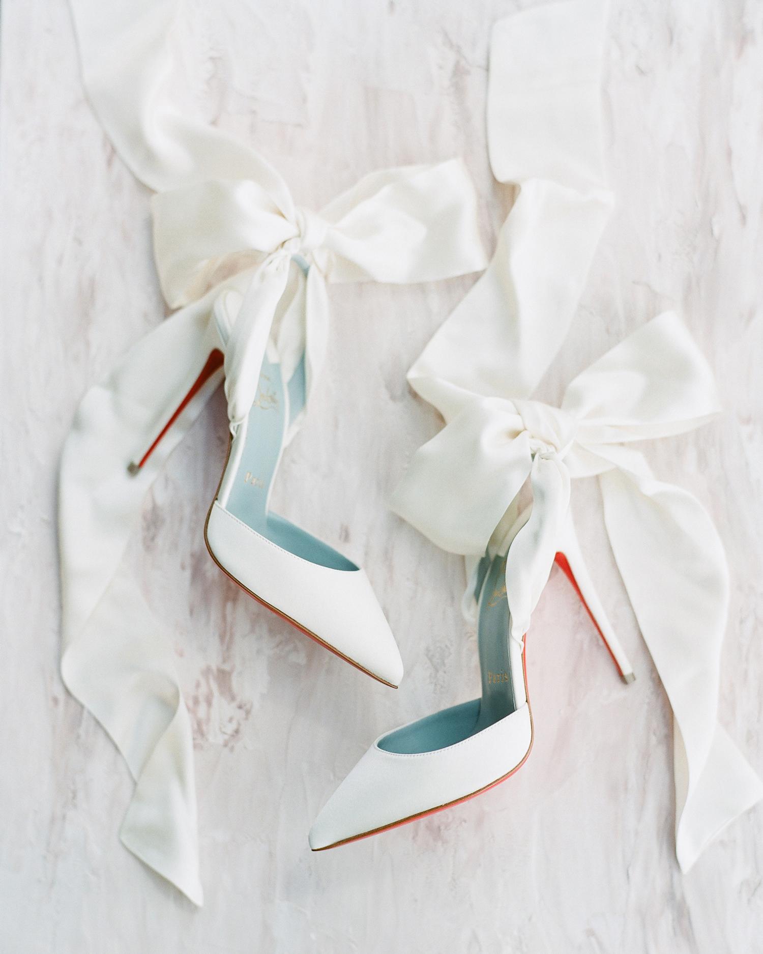 ribbon wedding ideas white ribbon on brides shoes