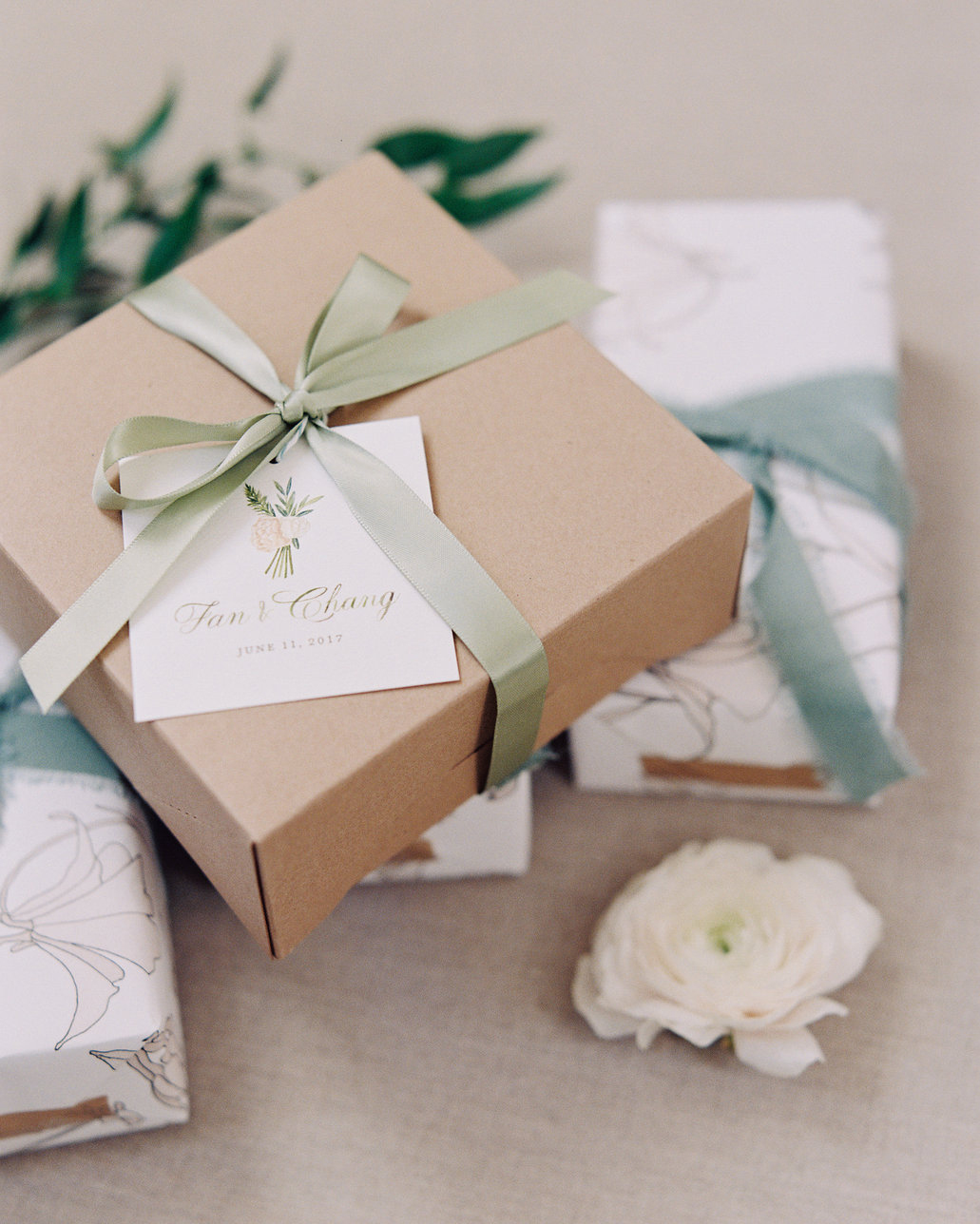 ribbon wedding ideas ribbon tied to favor boxes