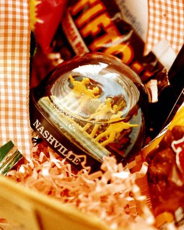 ml99490_fal02_giftbasket.jpg