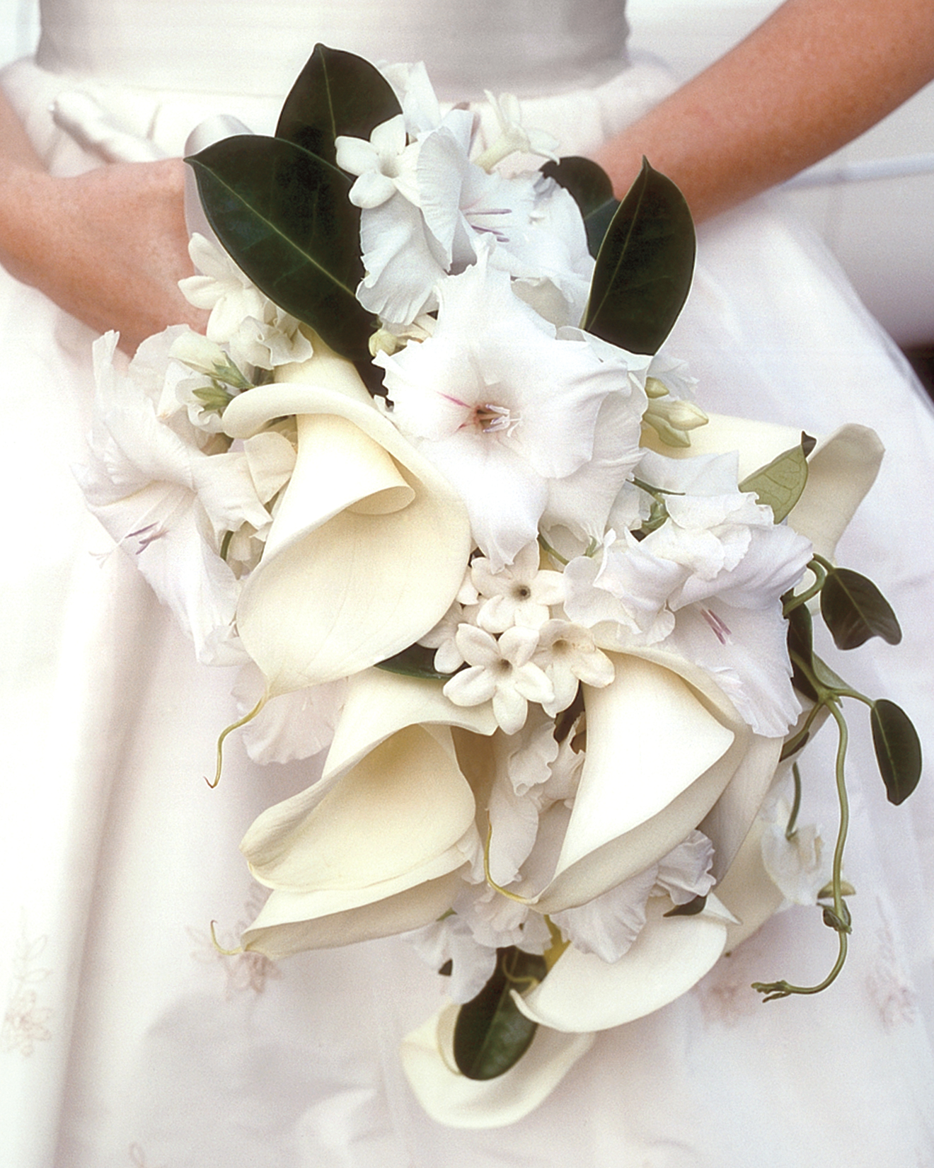 white-bouquet-mwa101017.jpg