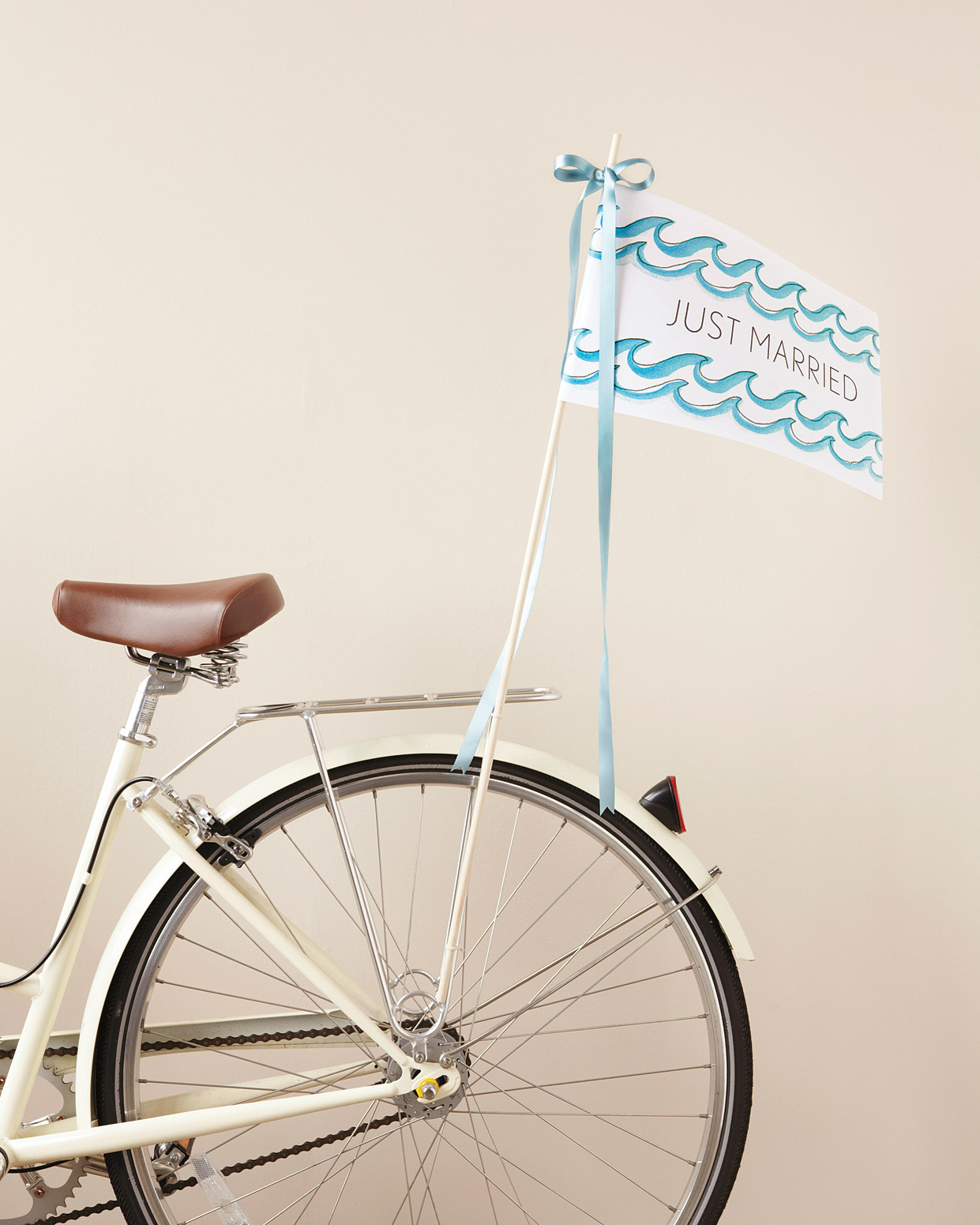 clip-art-bicycle-flag-mwd107615.jpg