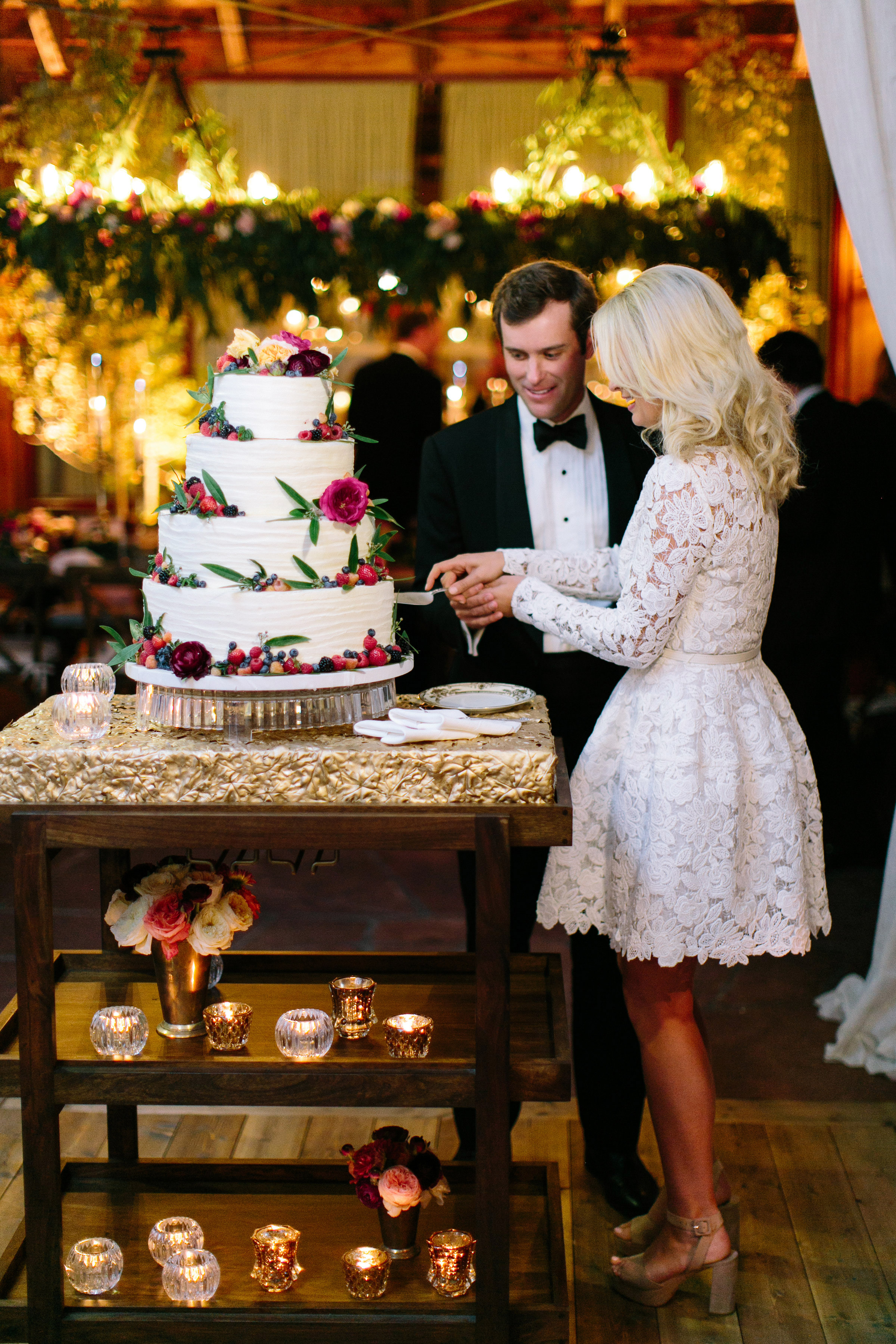 bride groom cake cutting