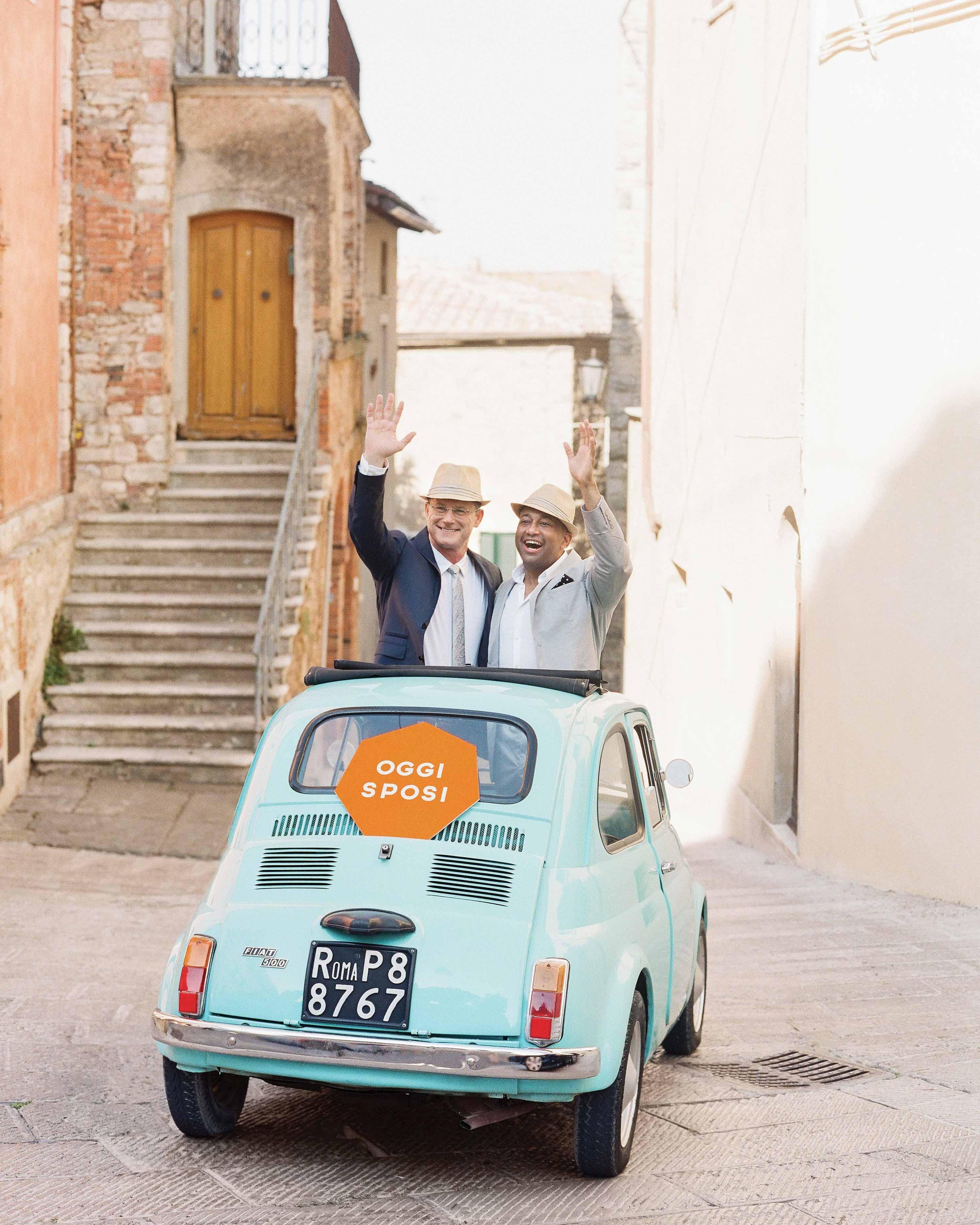 dennis-bryan-wedding-italy-vintage-fiat-getaway-car-just-married-002-0172-s112633.jpg