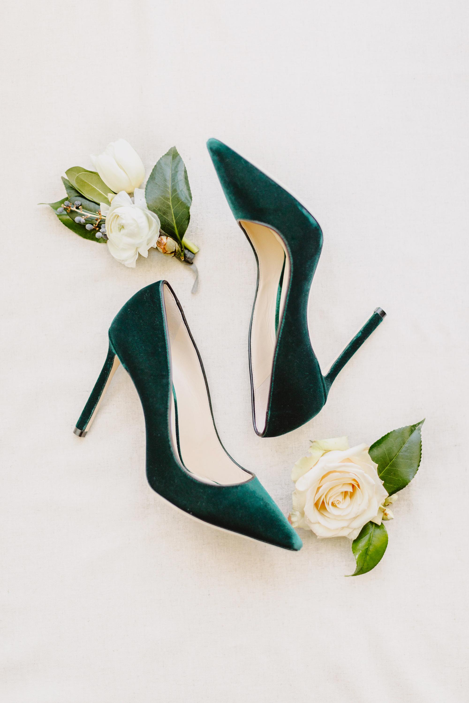 green wedding ideas l hewitt photography shoes