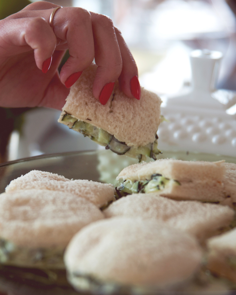 claire-thomas-bridal-shower-vintage-grabbing-sandwich-0814.jpg