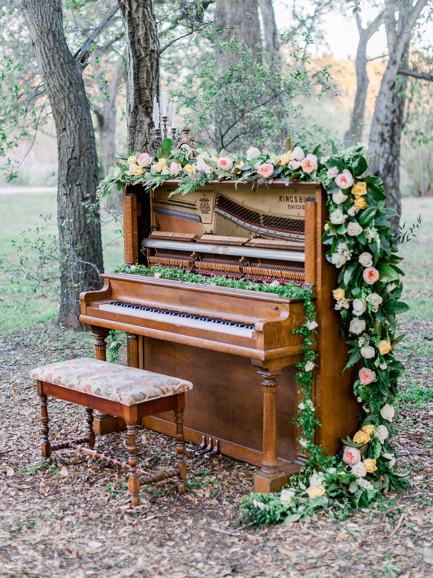 Outdoor Piano Wedding Decor