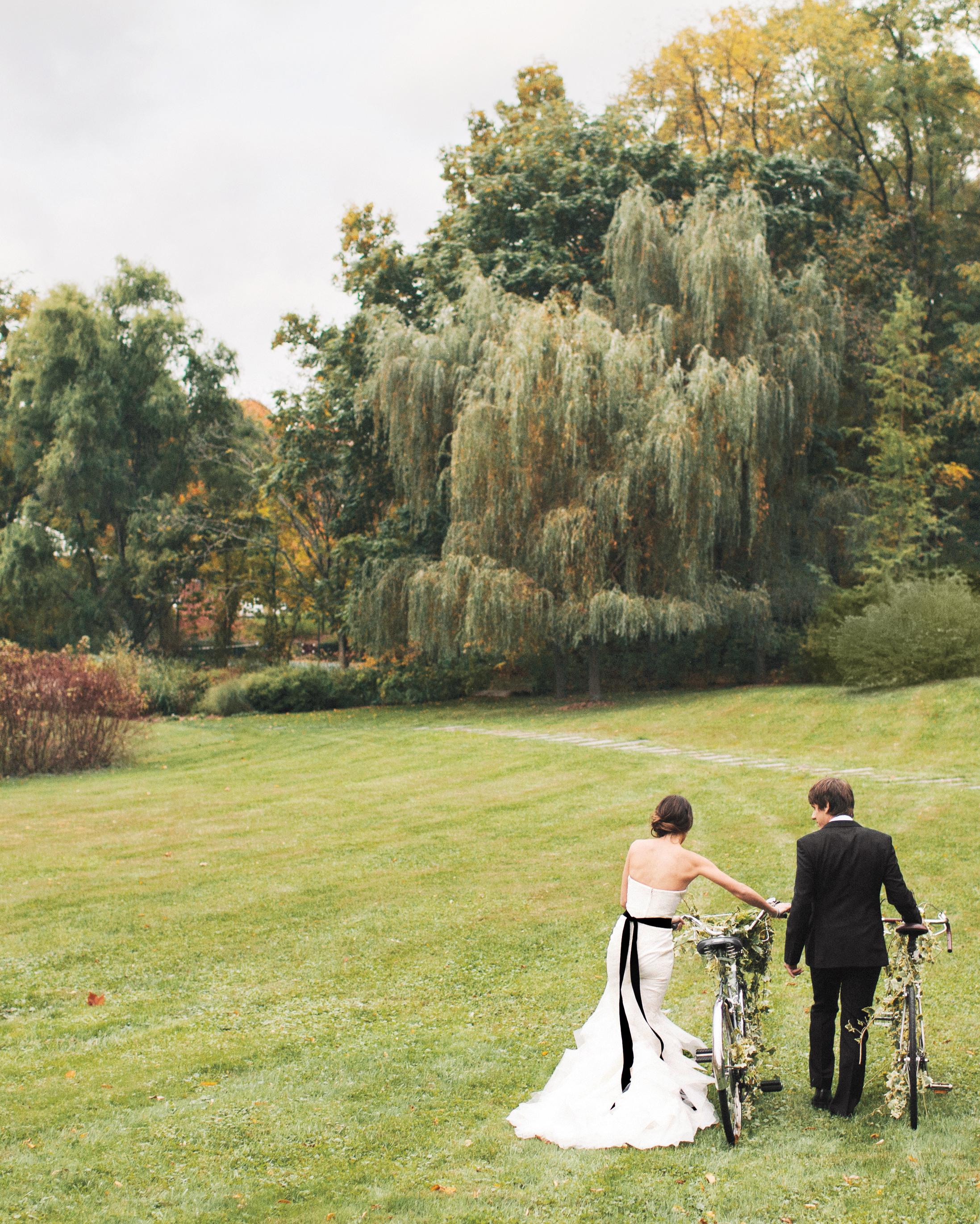 lr-chelsa-dennis-wed-bride-groom-bike-494-ds111142.jpg