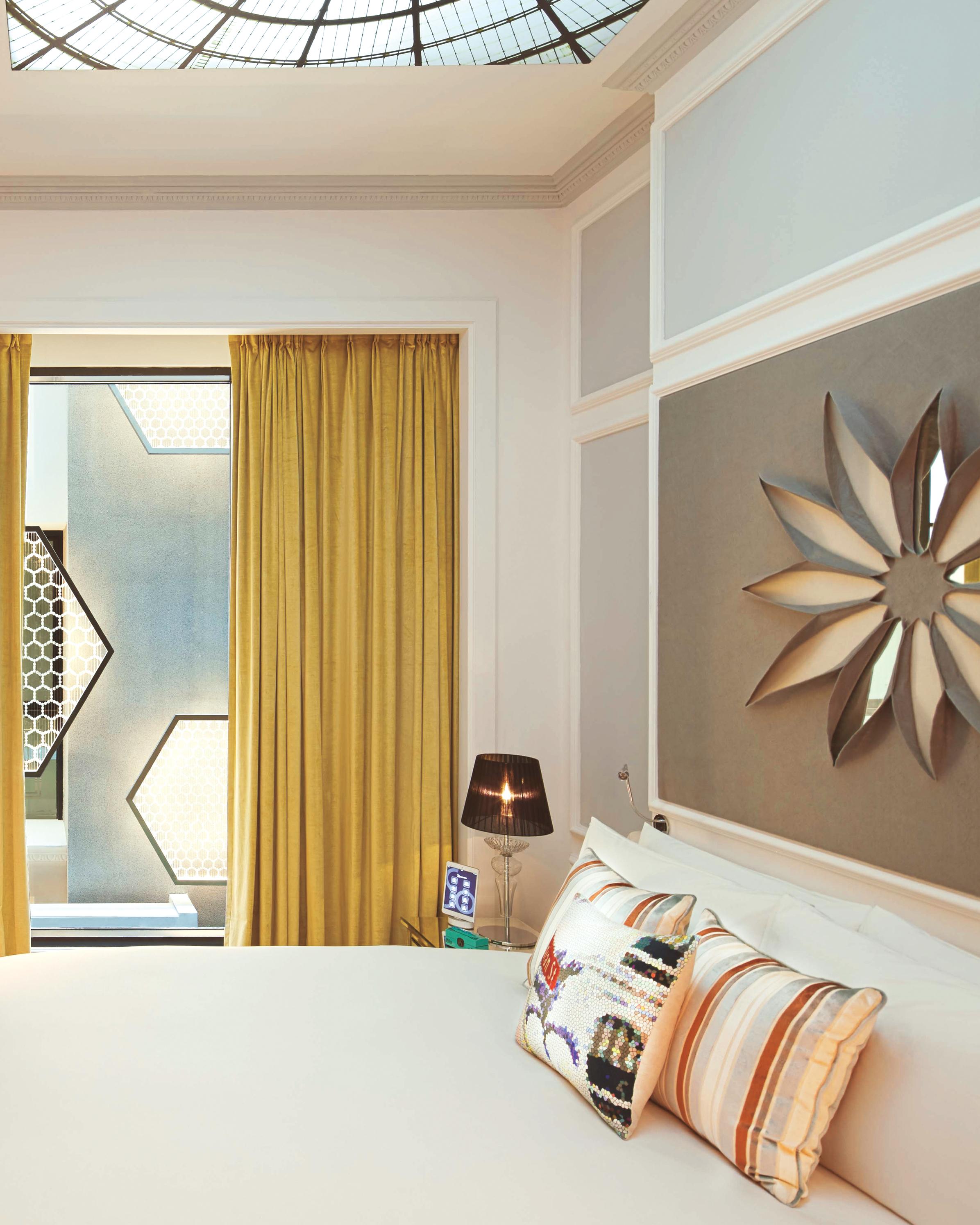hotel-room-so-comfy-s111603.jpg