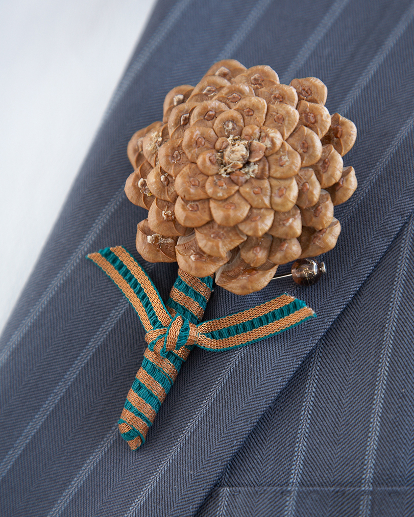 diy-winter-wedding-ideas-pinecone-boutonniere-1114.jpg