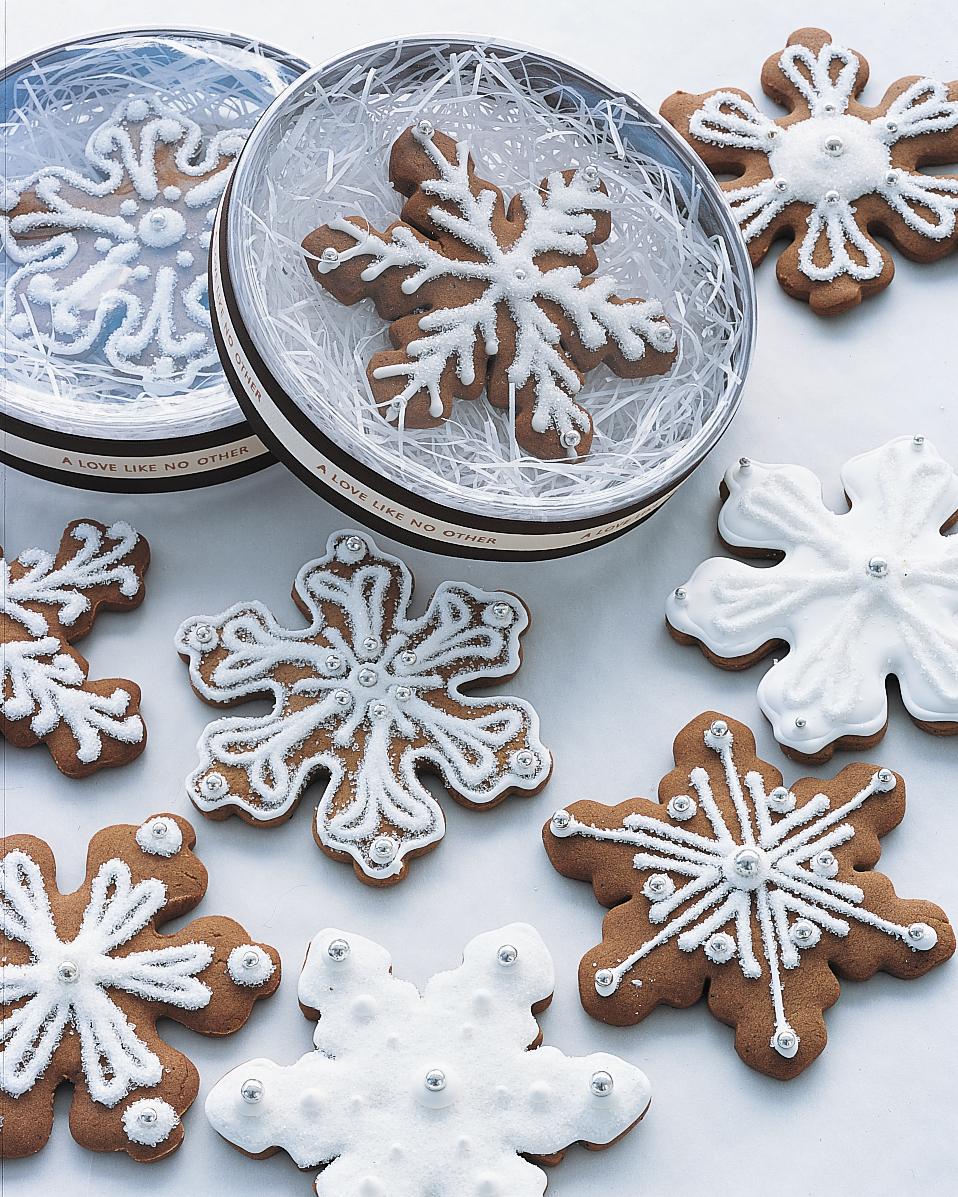 diy-winter-wedding-ideas-snowflake-cookies-1114.jpg