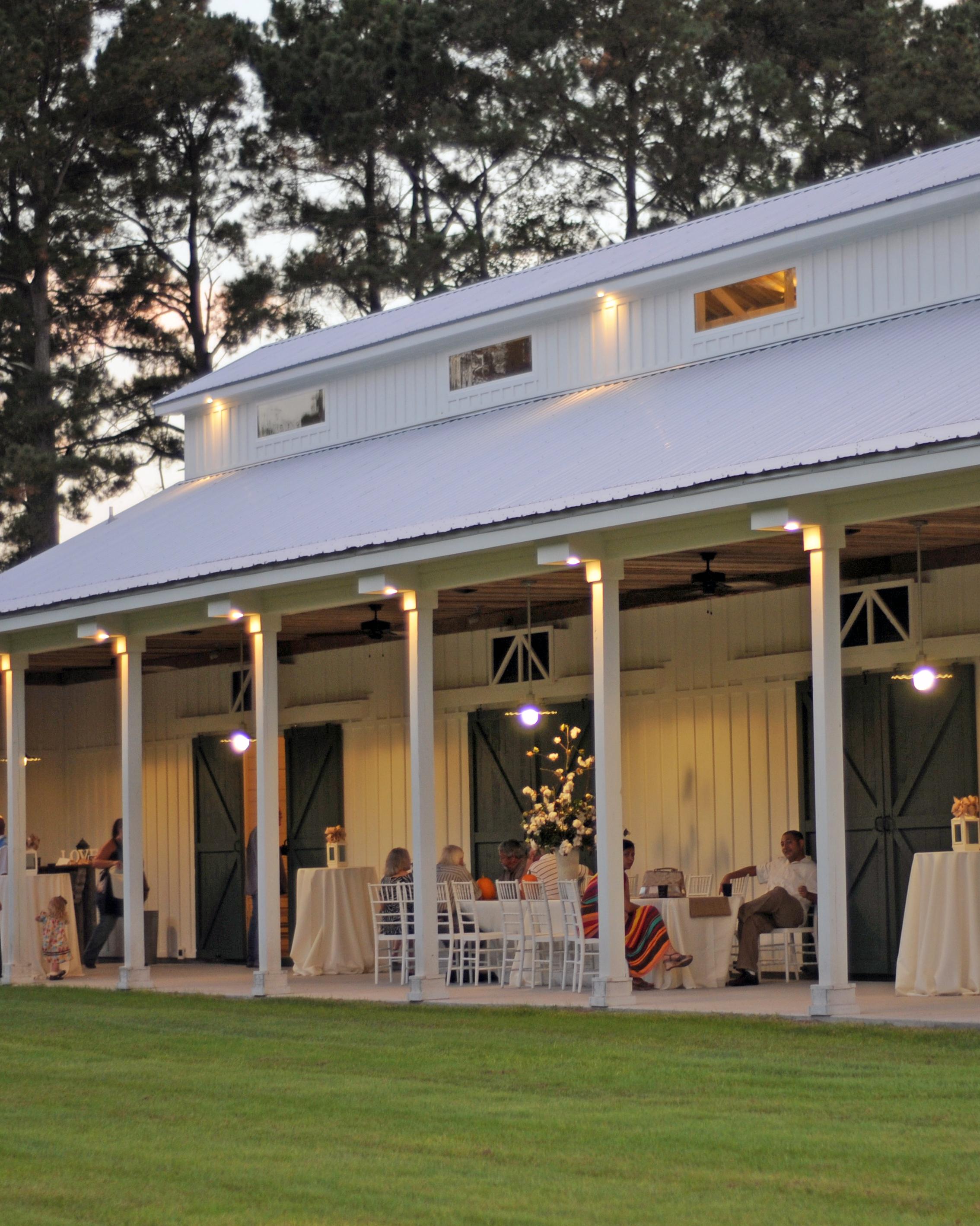location-scout-wildberry-farm-barn-porch-1014.jpg