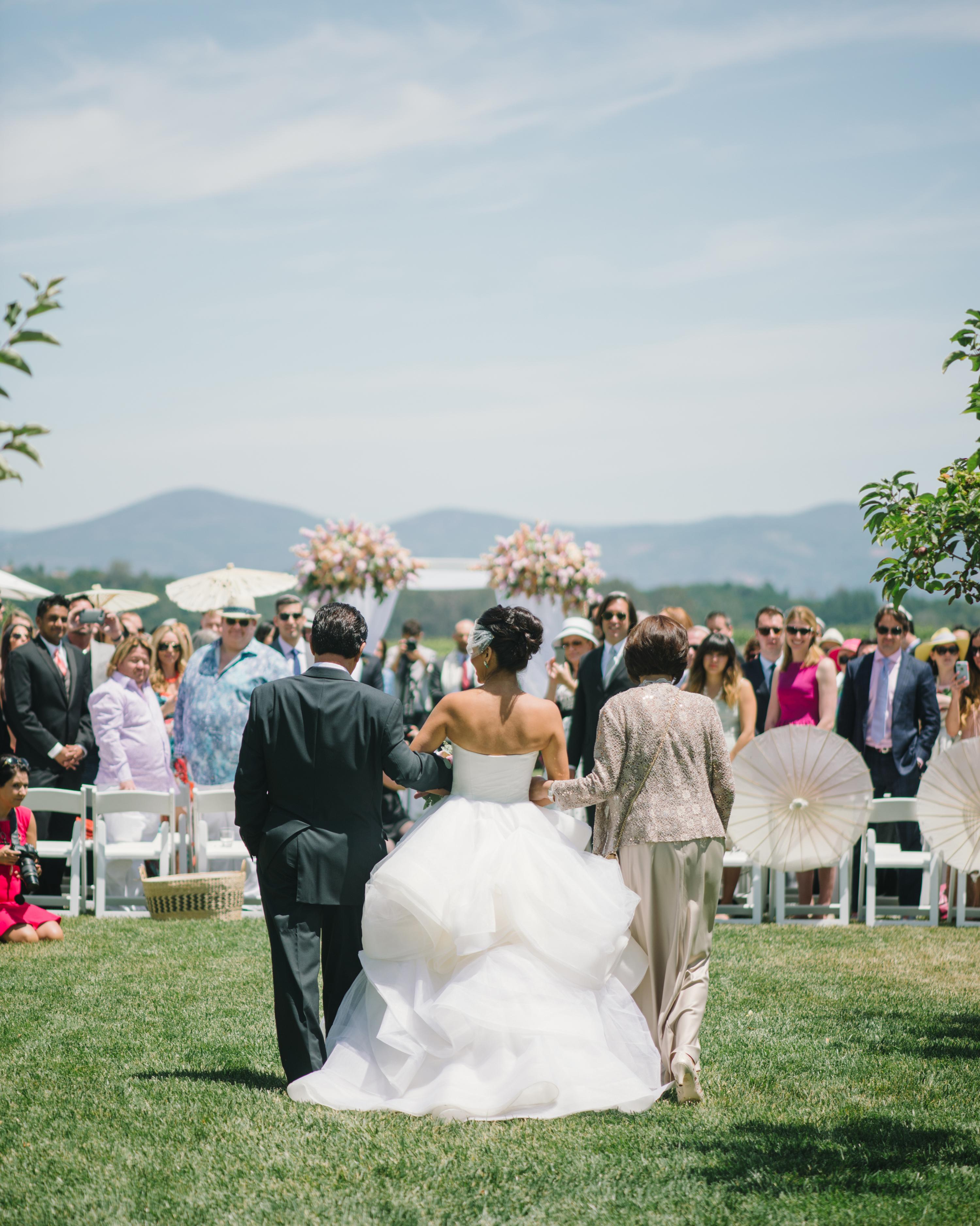 vanessa-joe-wedding-processional-7754-s111736-1214.jpg