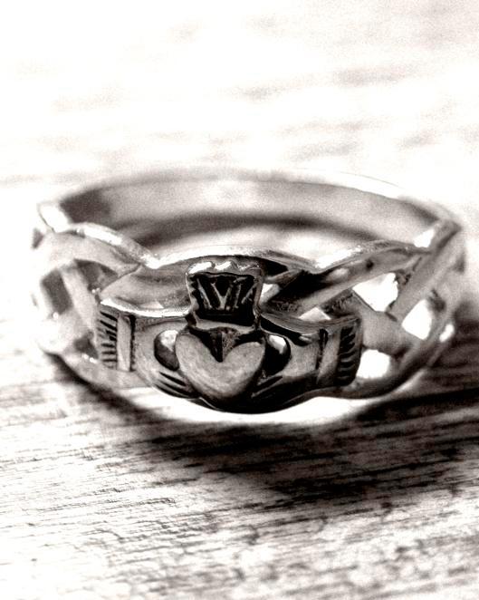 irish-wedding-tradition-claddagh-ring-0315-1.jpg