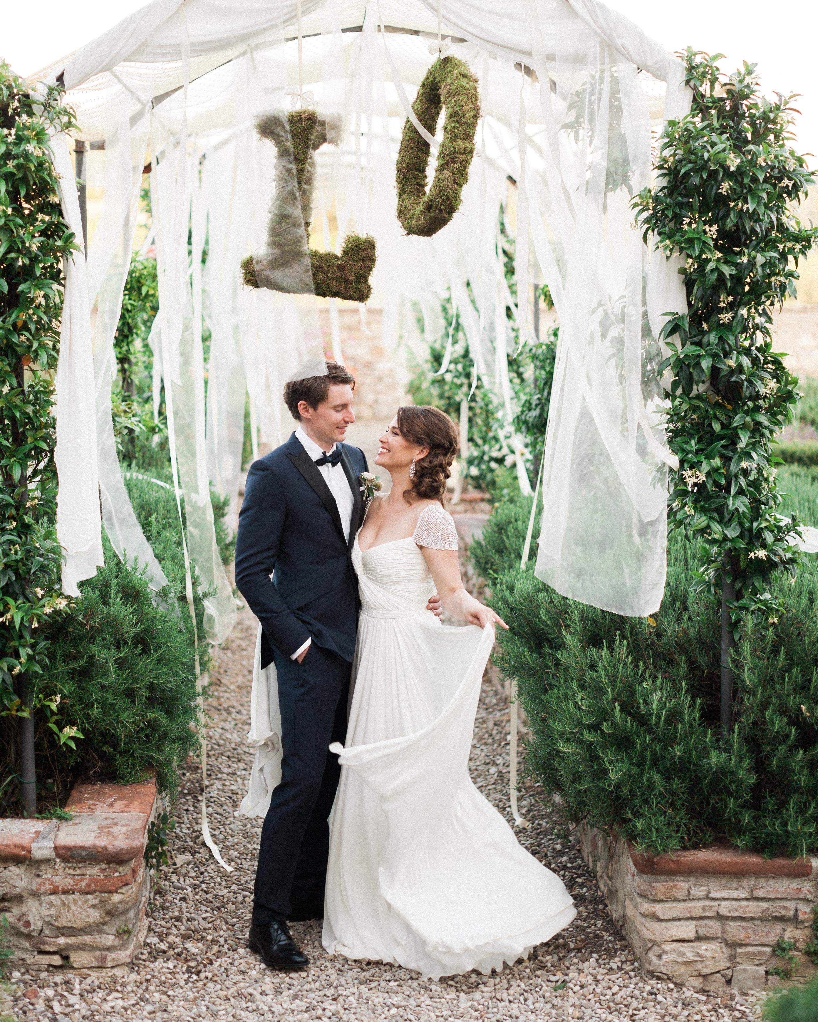 lauren-ollie-wedding-couple-439-s111895-0515.jpg