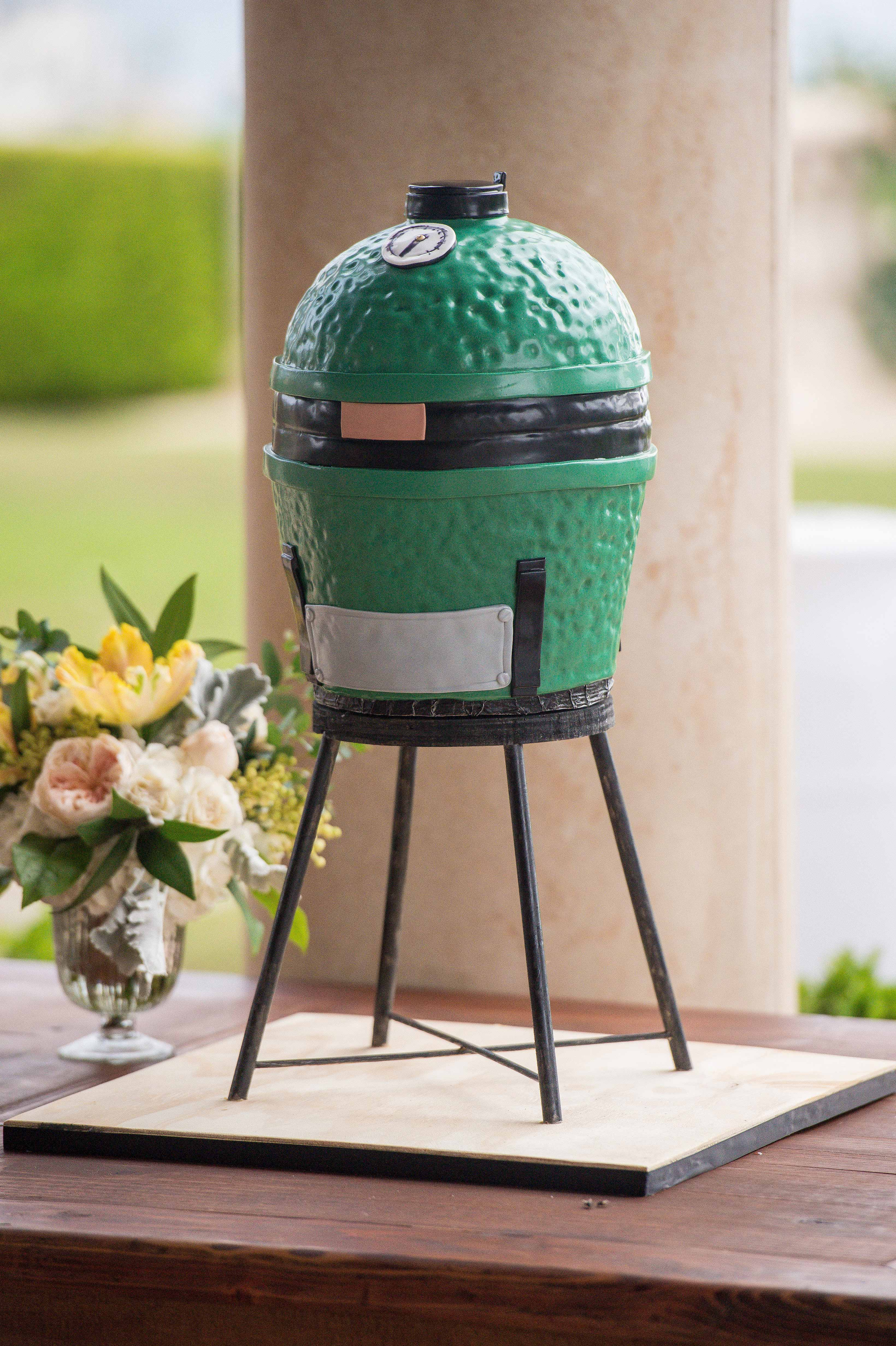 green grill grooms cake