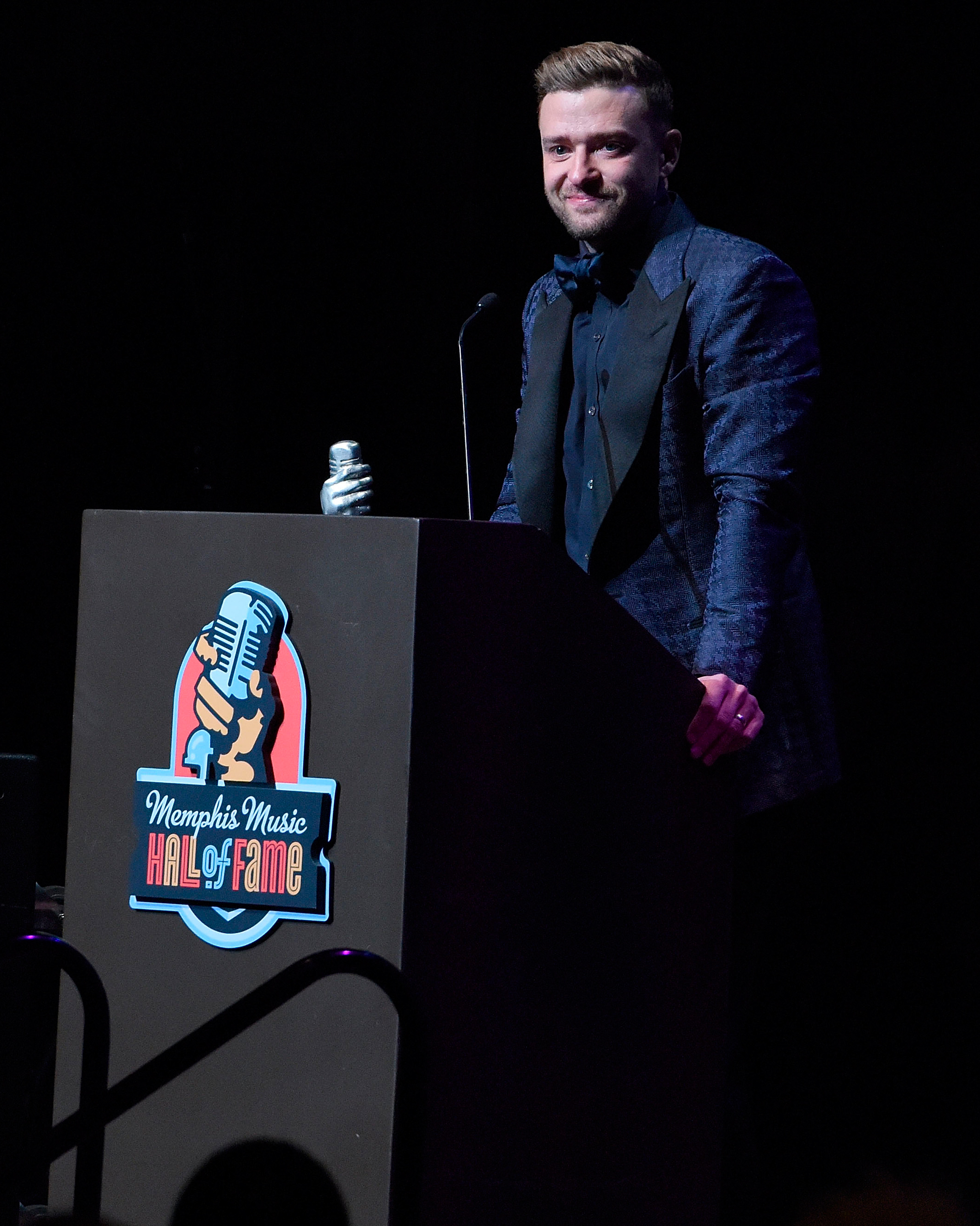 justin-timberlake-receives-award-1015.jpg