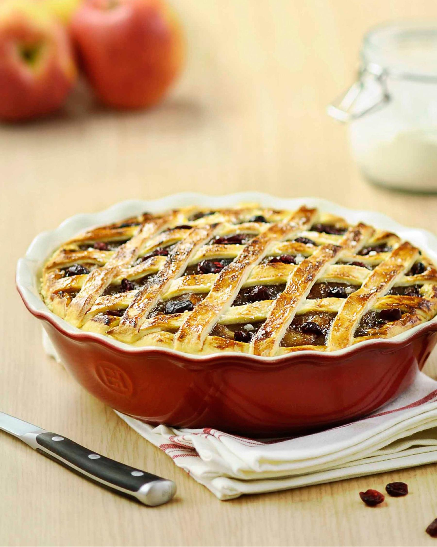 zola-registry-picks-fall-hues-emile-henry-modern-classic-pie-dish-1015