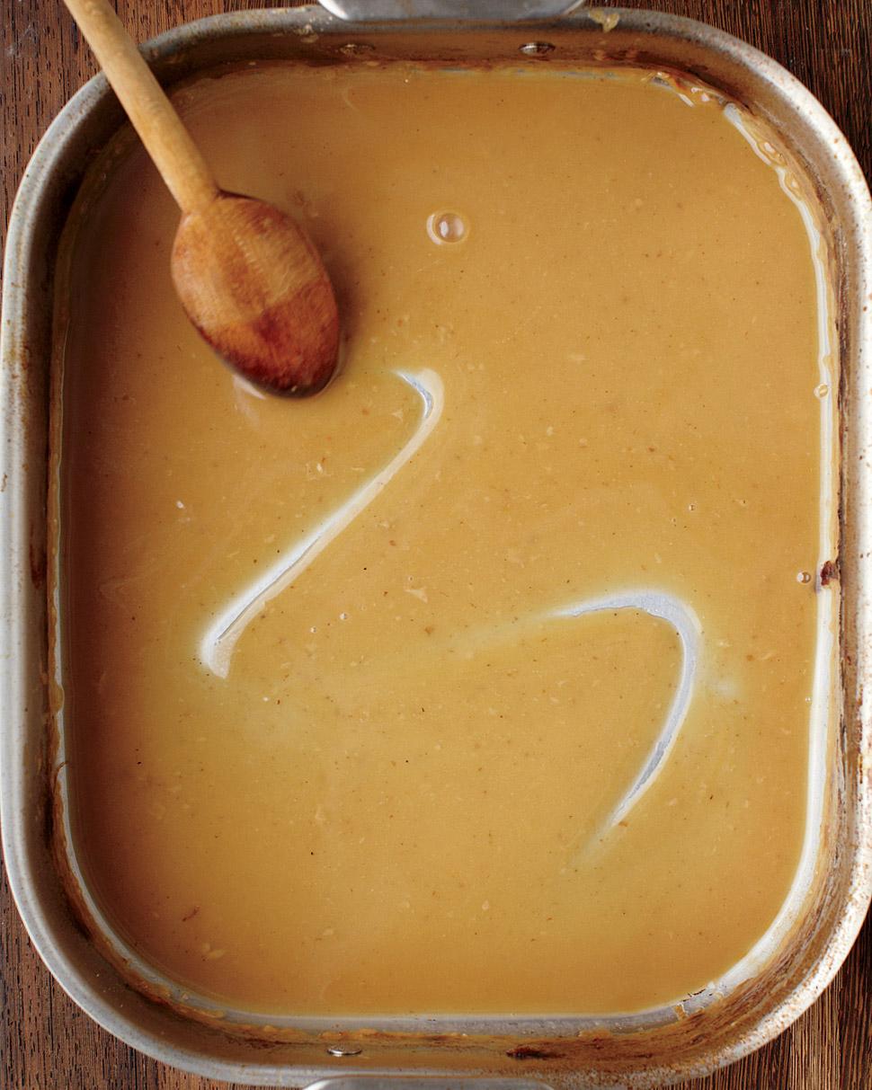 thanksgiving-gravy-med107918.jpg
