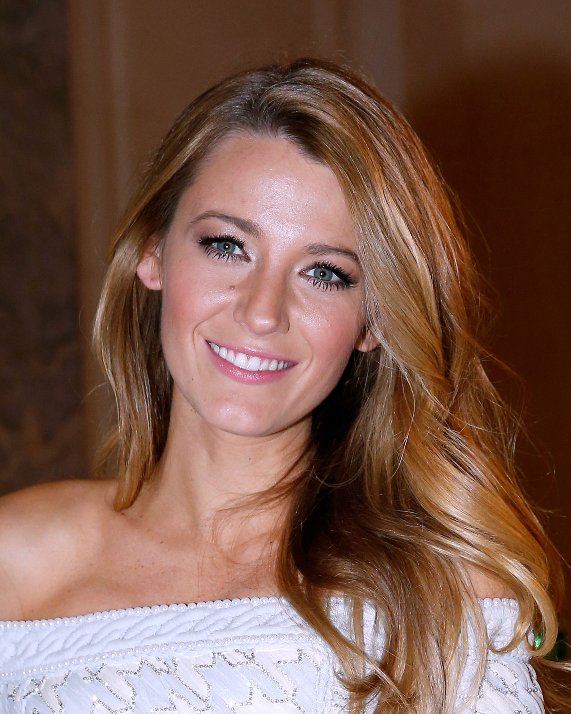 blake-lively-hair-blowout-1215.jpg