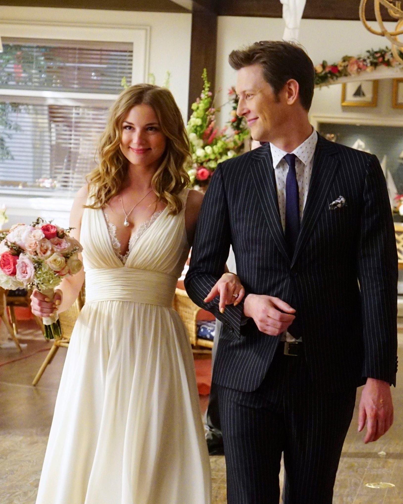 tv-wedding-dresses-revenge-emily-1115.jpg