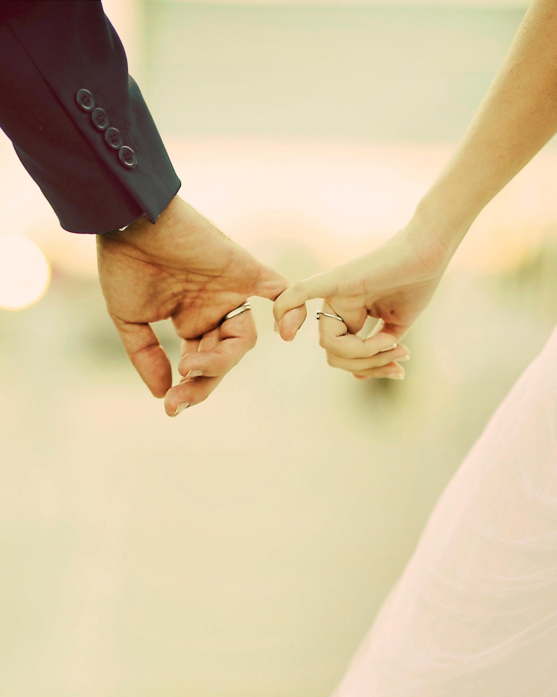 love-fingers-bride-groom-pinky-promise-0116.jpg