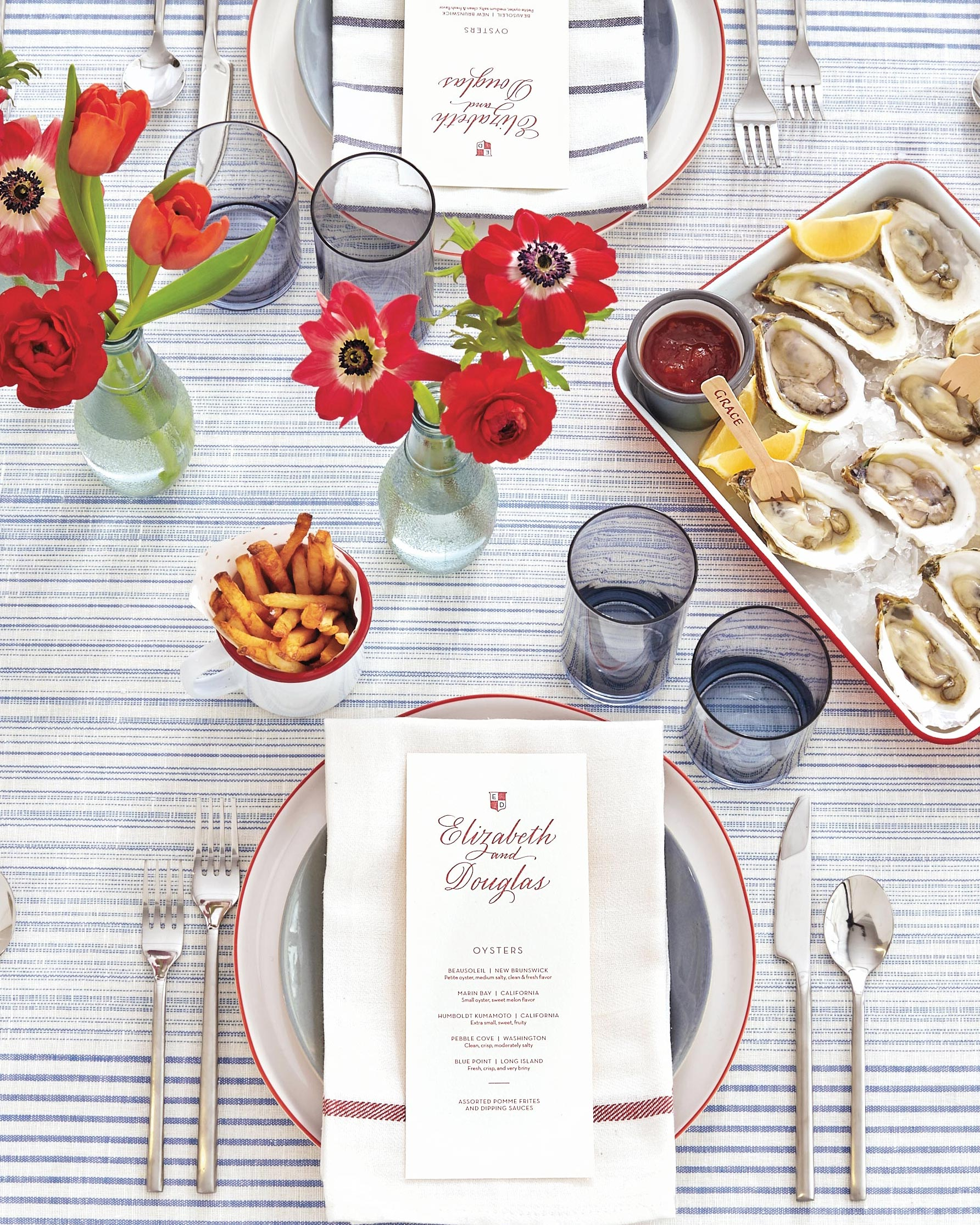 blue-red-wedding-colors-table-setting-oysters-698-d112667_r.jpg