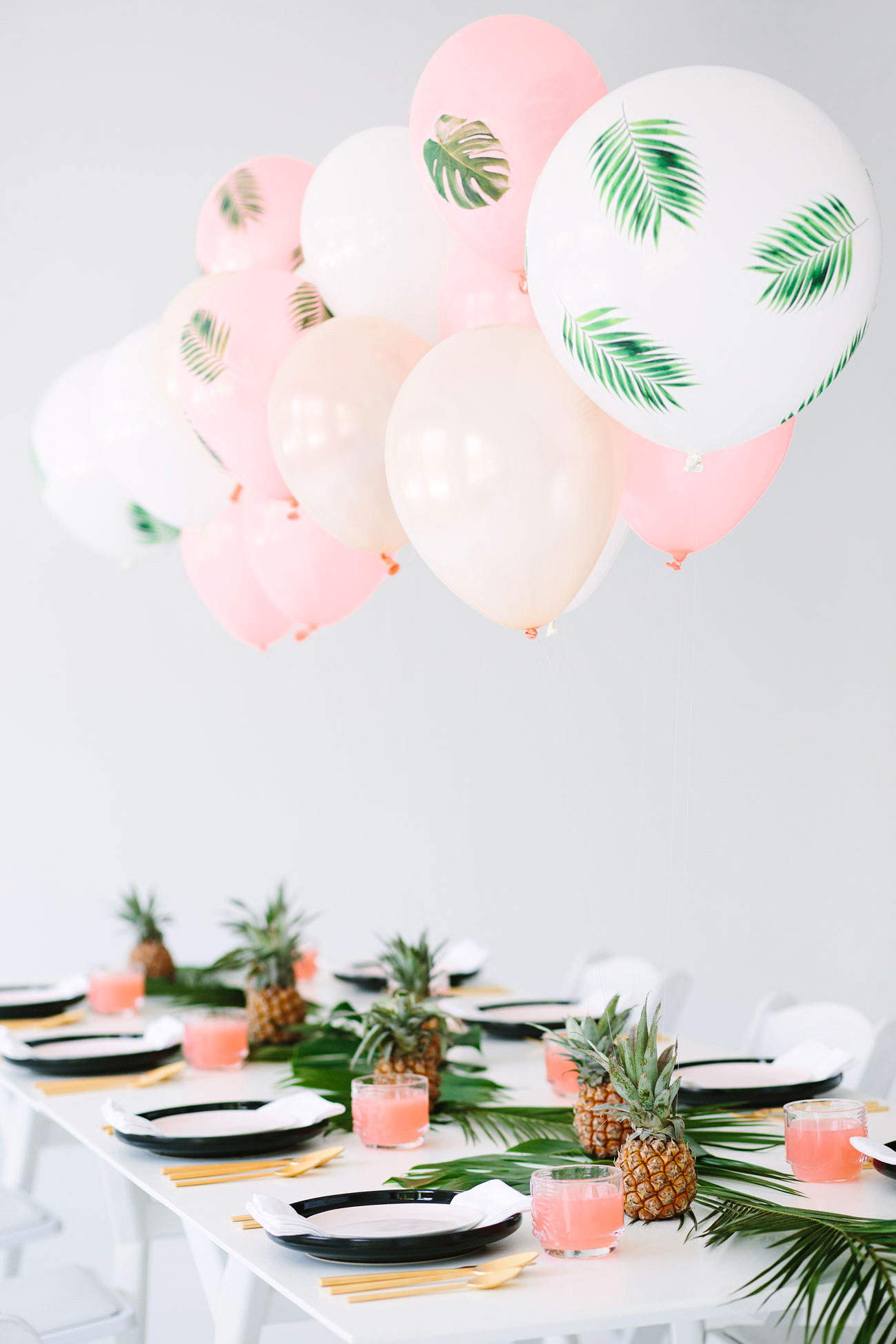 tablescape pineapple party