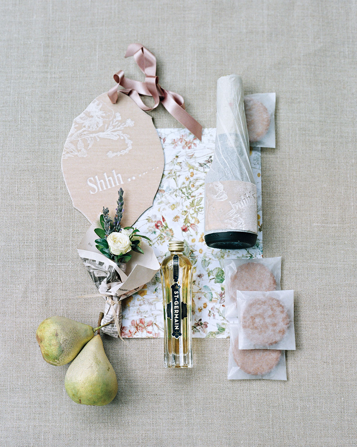 adrienne-jason-wedding-minnesota-welcome-basket-0048-s111925.jpg