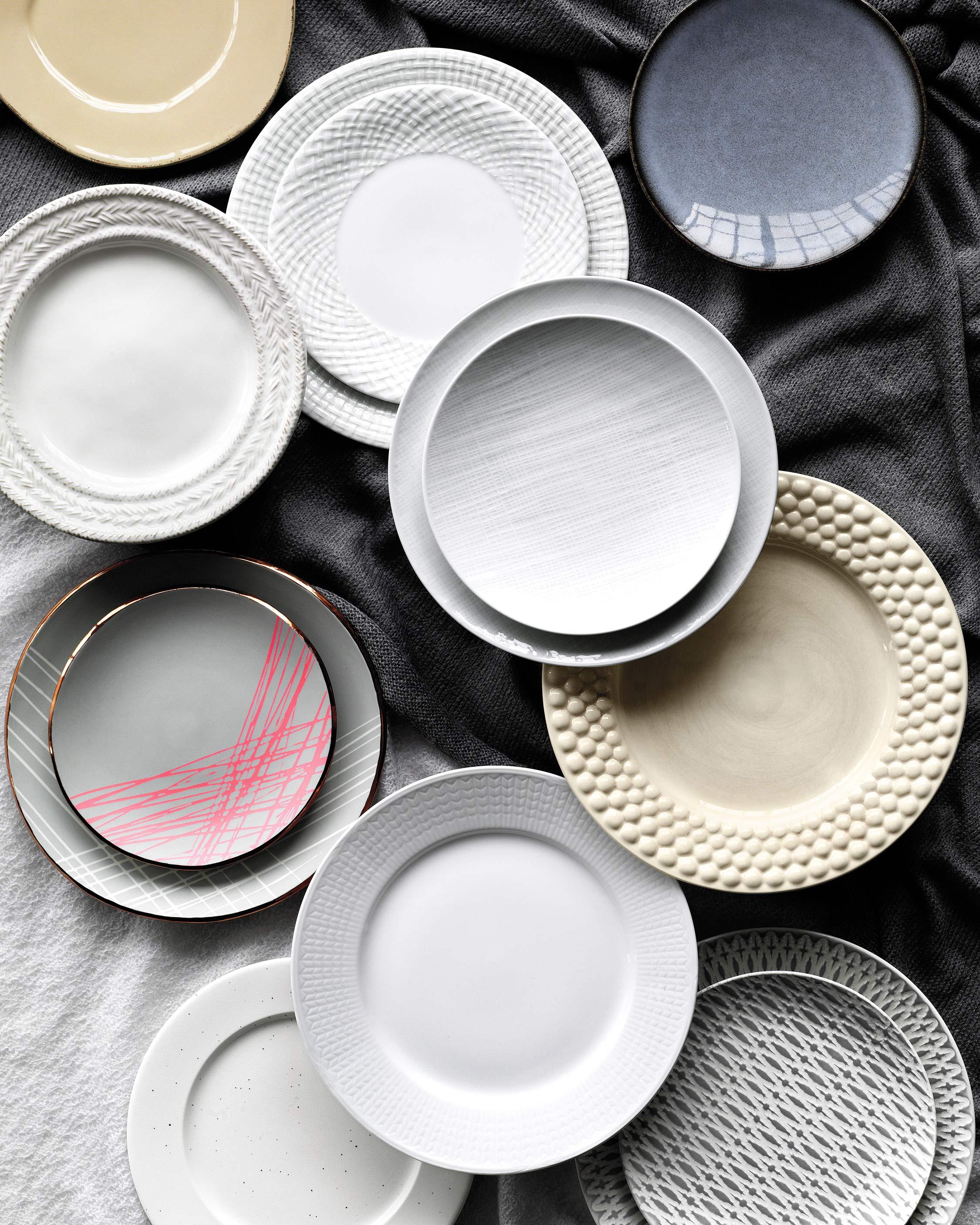 mknitted-detail-white-plates-10-d112735.jpg