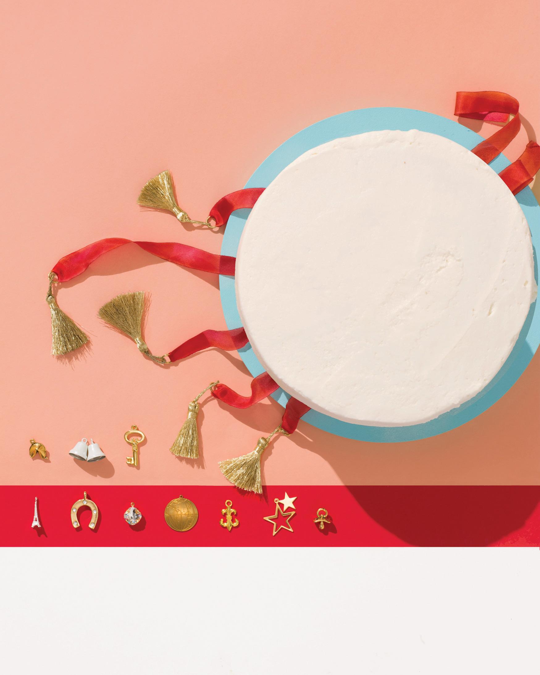 lucky-wedding-ideas-charms-with-cake-tassels-322-d112929.jpg