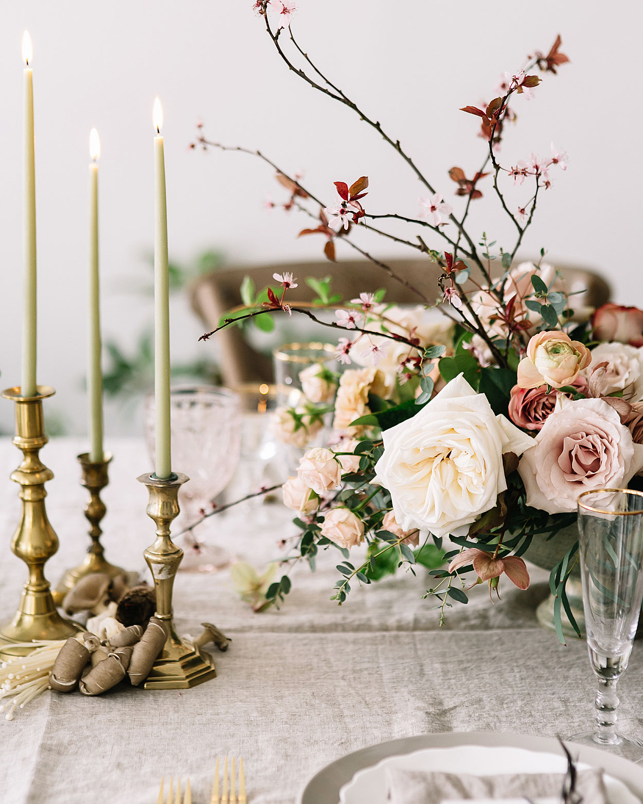 romantic-wedding-flowers-centerpiece-0516.jpg