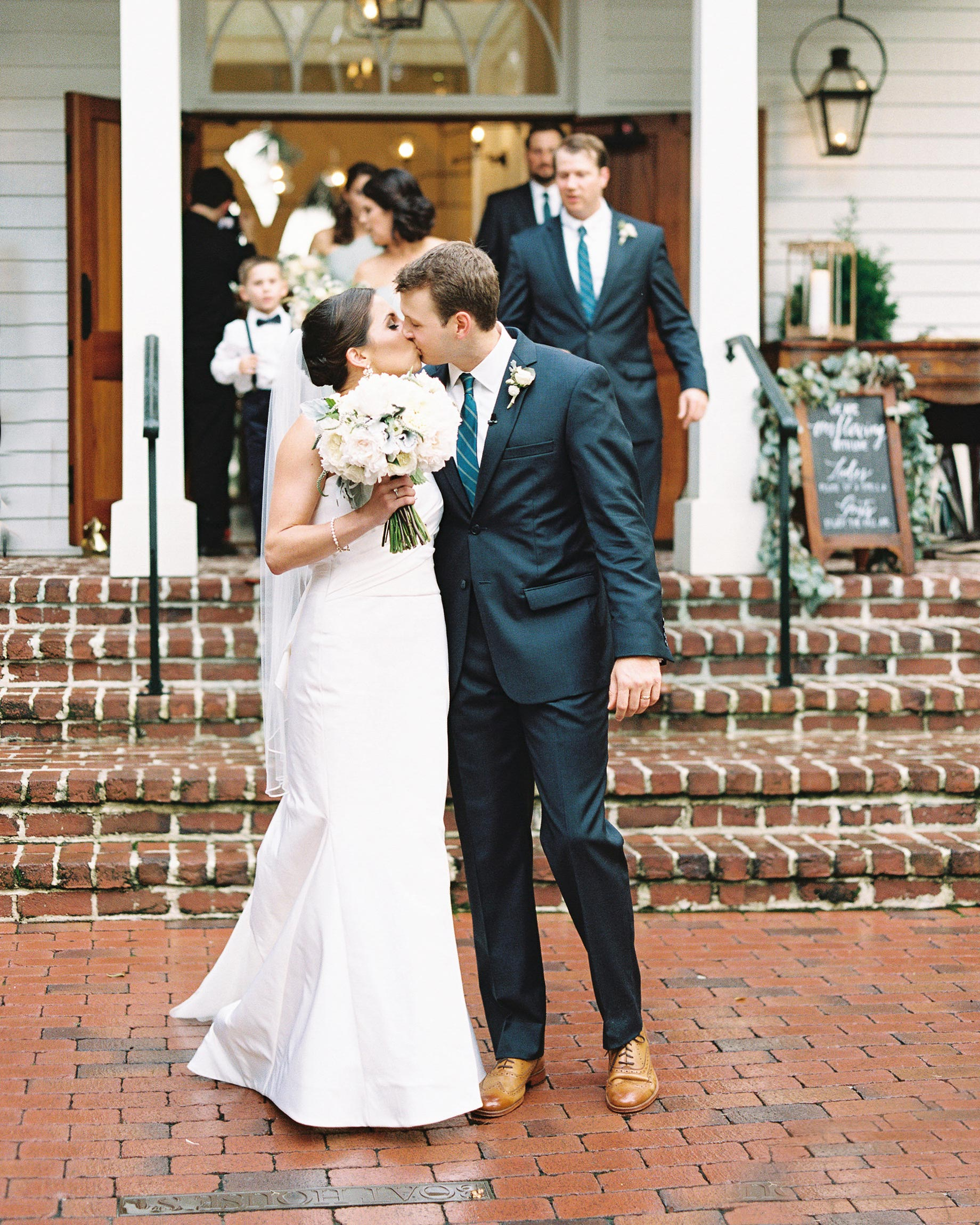 taylor-john-wedding-couple-kiss-154-s113035-0616.jpg