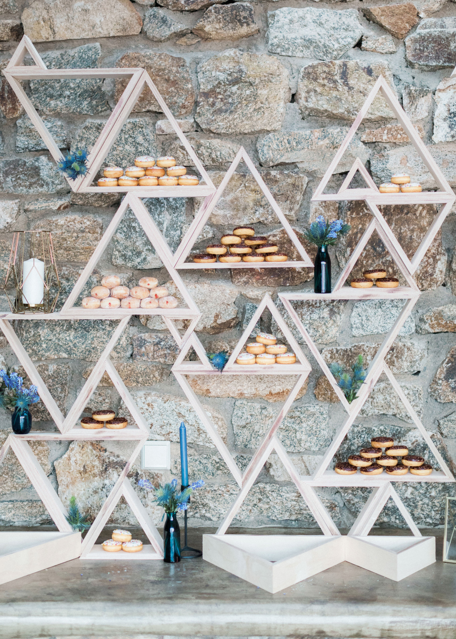 wedding donuts sandy and odysseas photography triangles