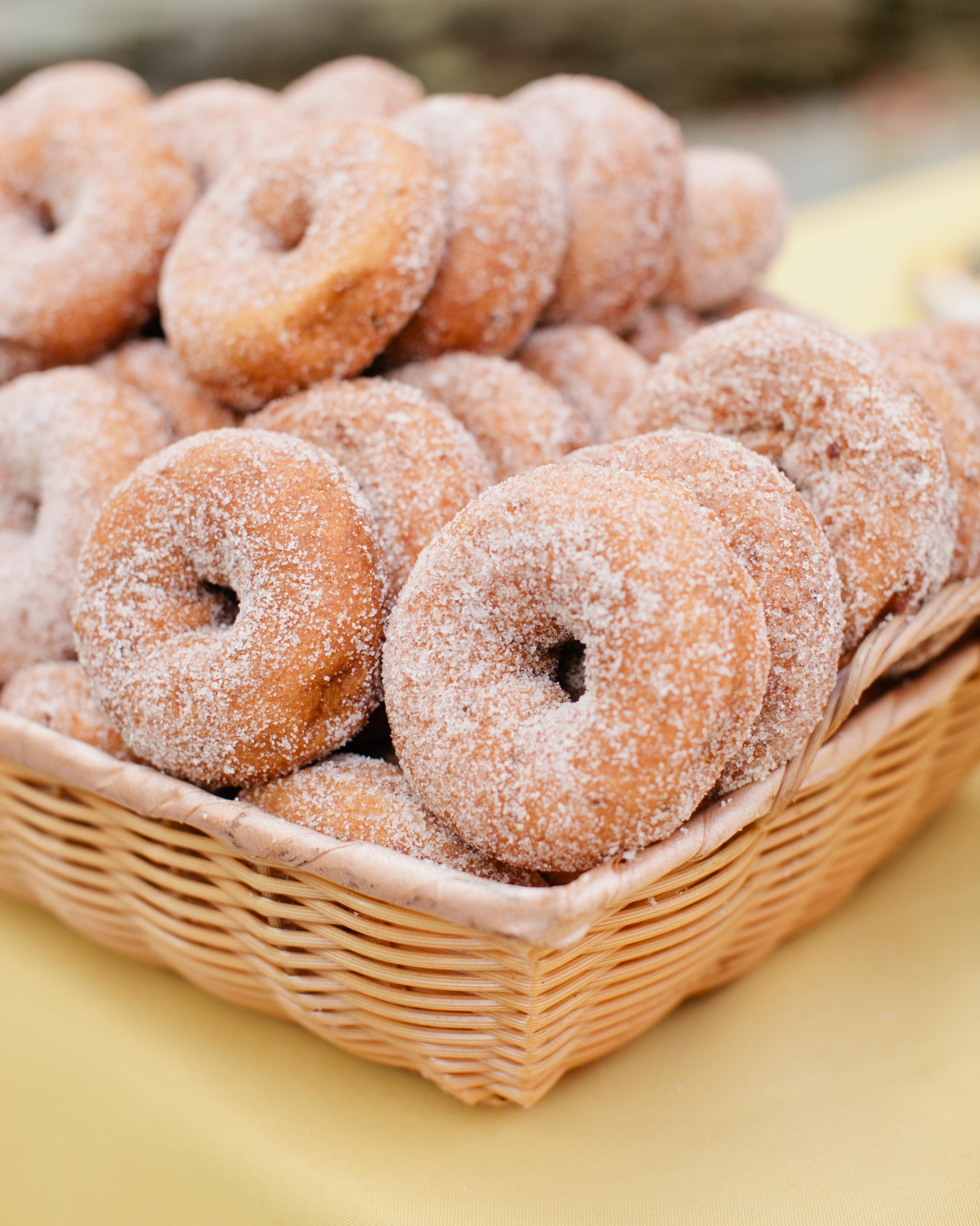 jess-steve-wedding-donuts-45-s112362-1115.jpg