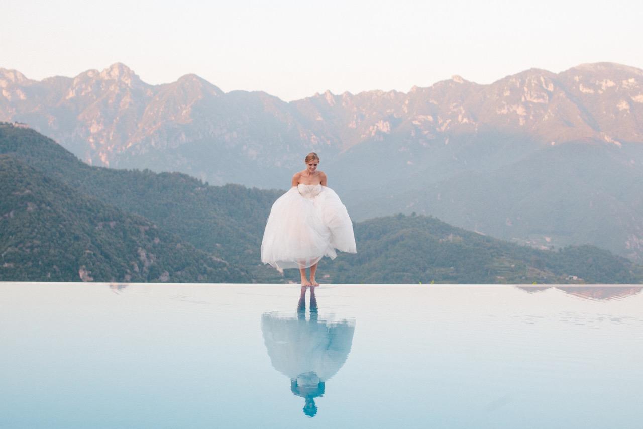bride on edge of infinity pool