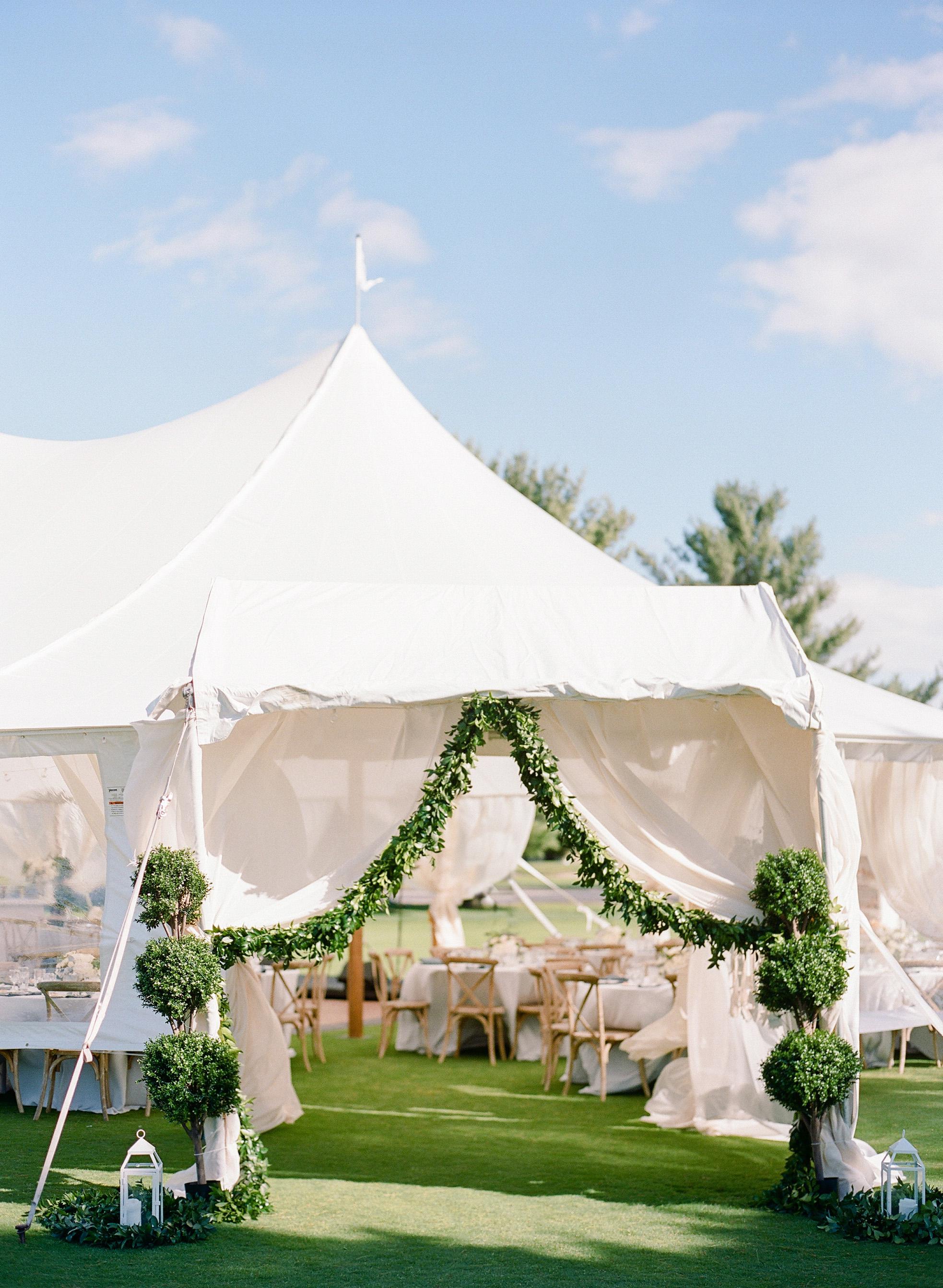 izzy tom wedding entrance