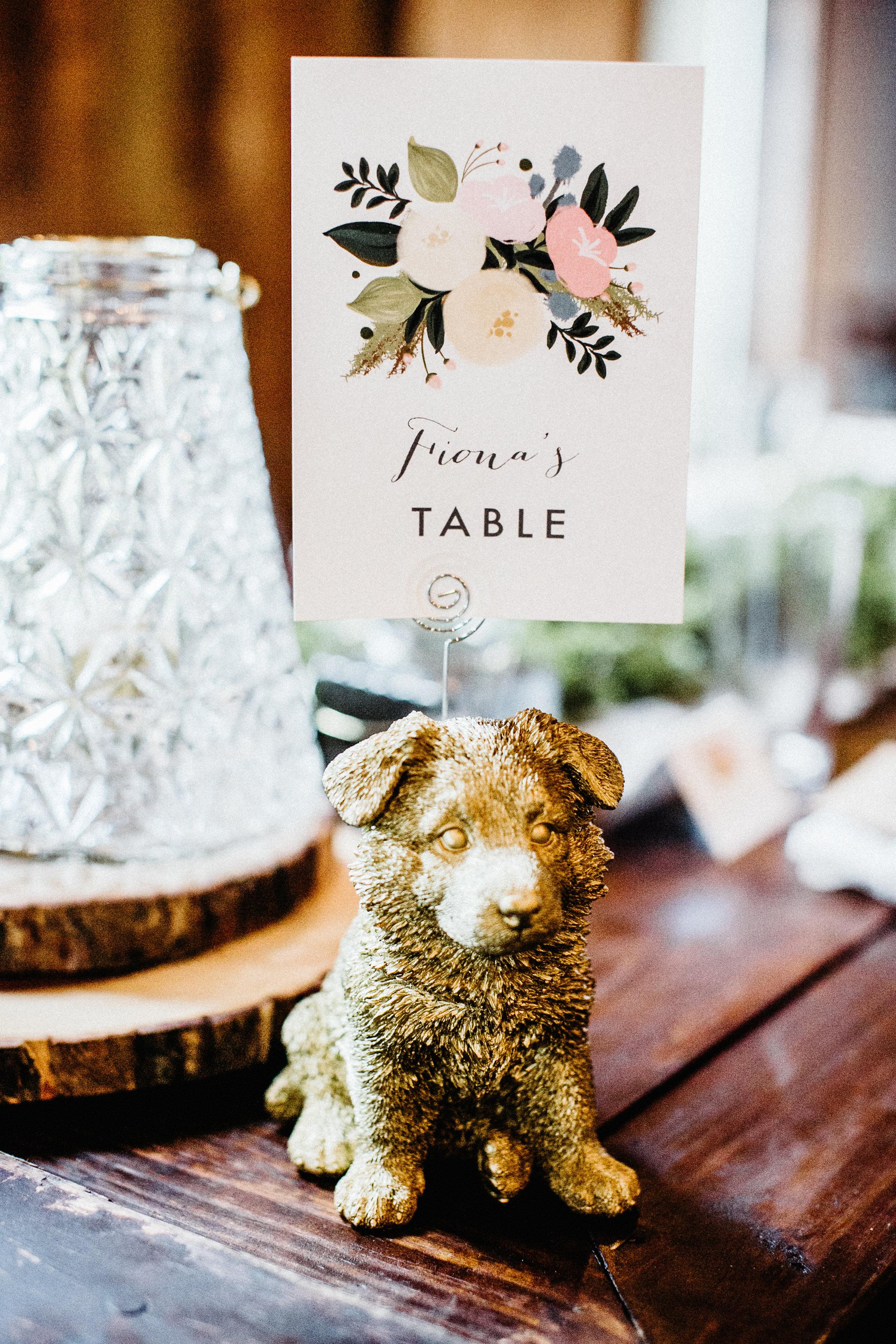 dog table number holder