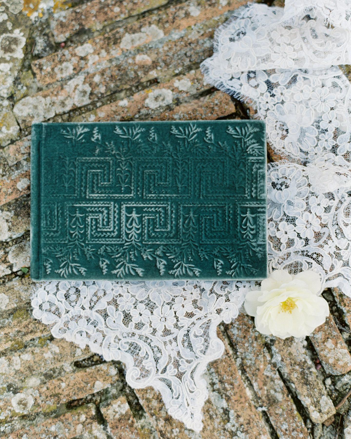 christine-dagan-wedding-velvet-book-4311_13-s113011-0616.jpg