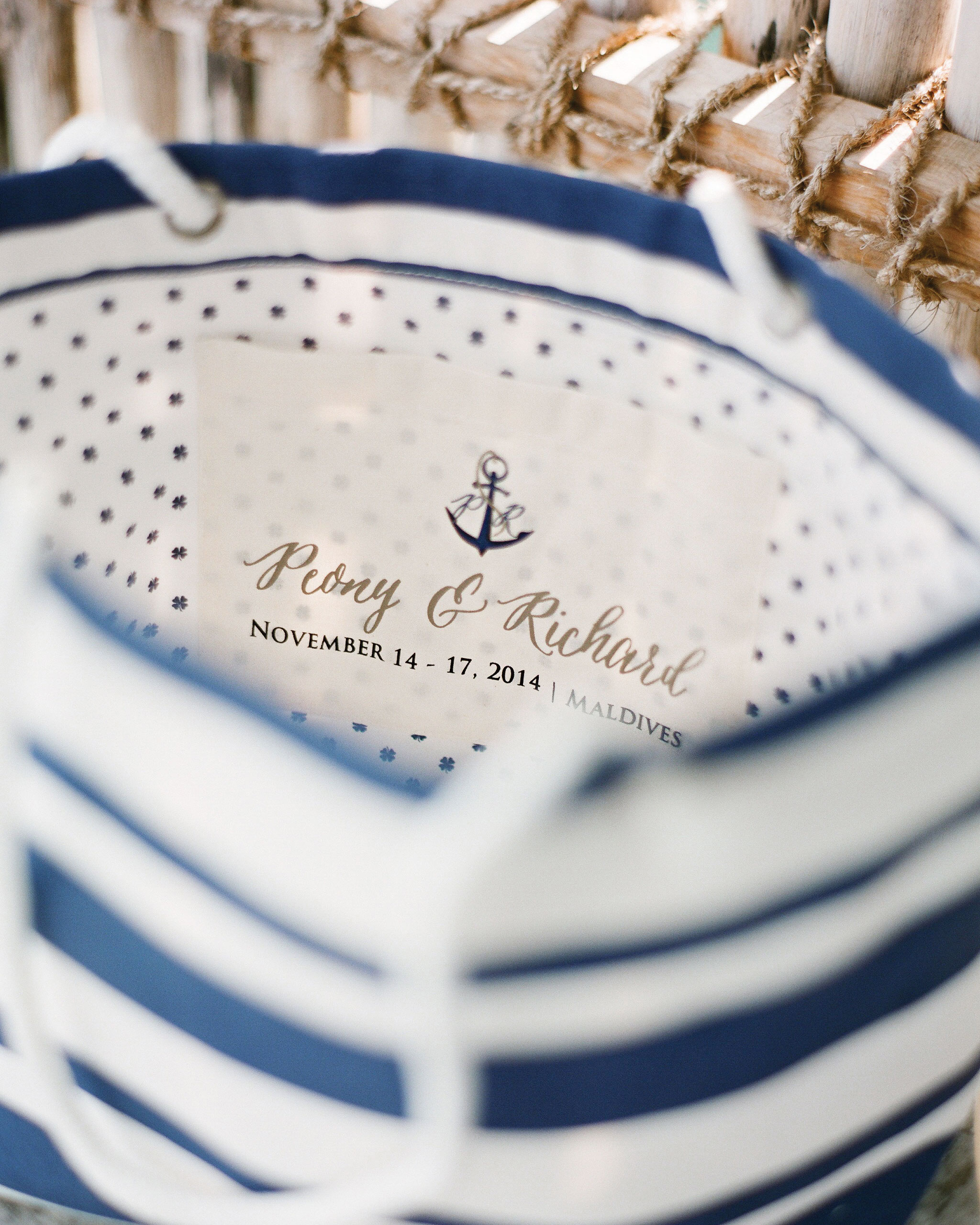 peony-richard-wedding-maldives-welcome-bag-0859-s112383.jpg