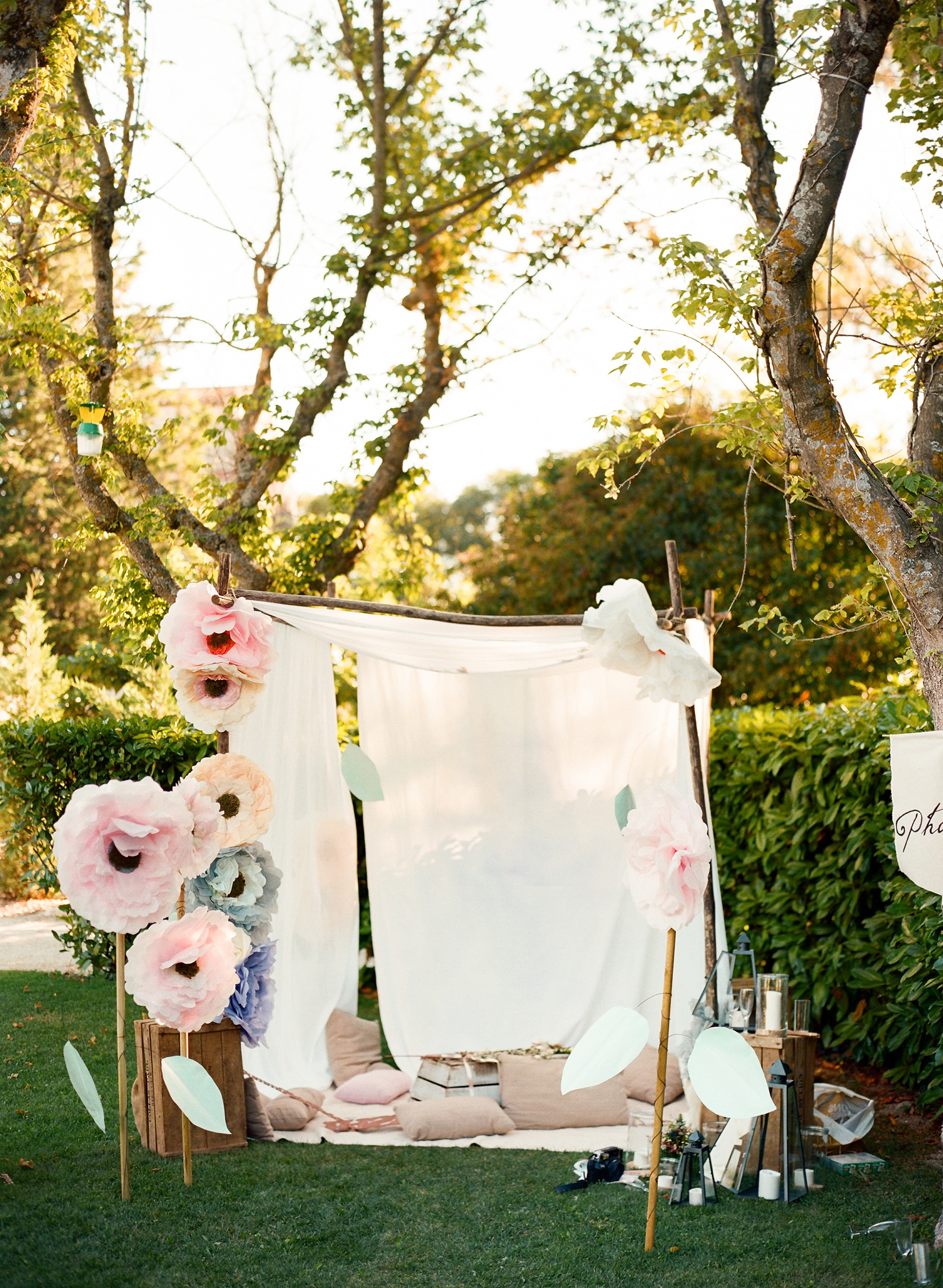 photo booth with paper flowers