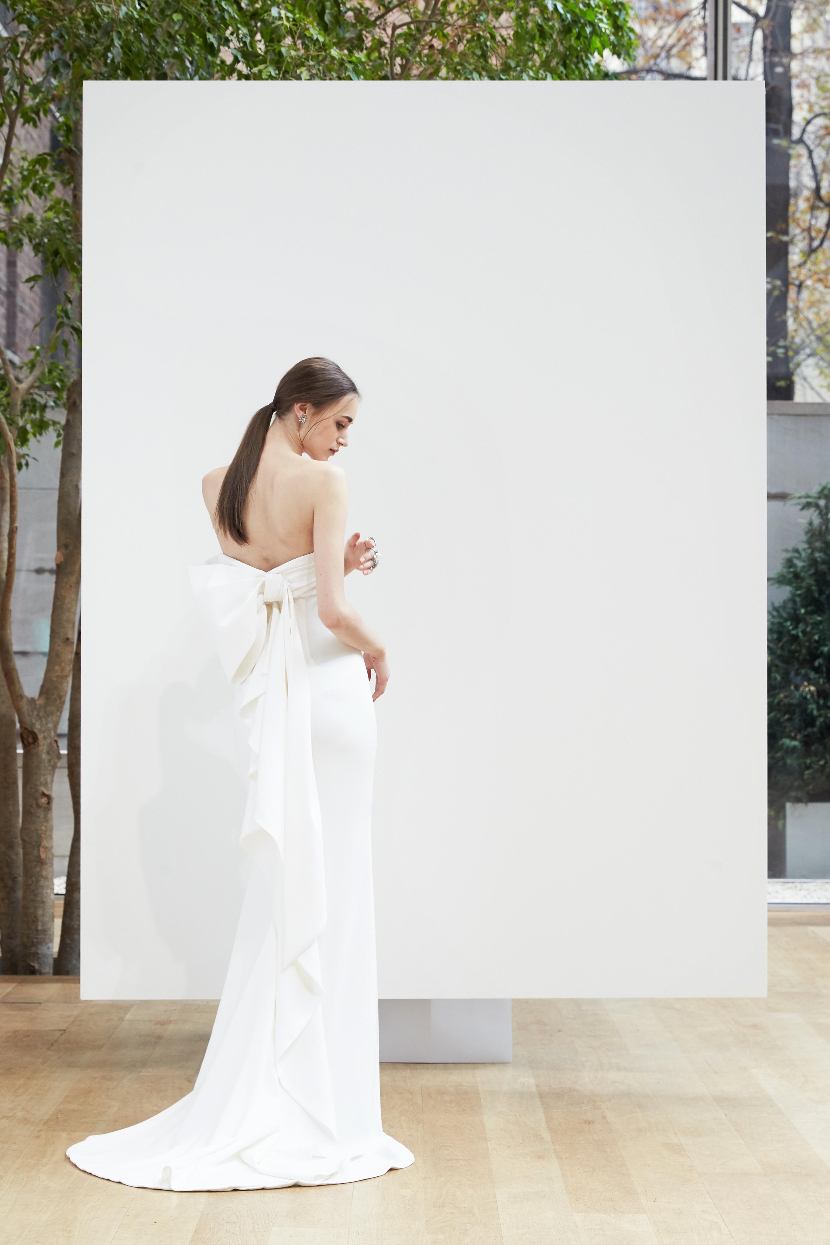 sheath with bow Oscar de la Renta Spring 2018 Wedding Dress Collection