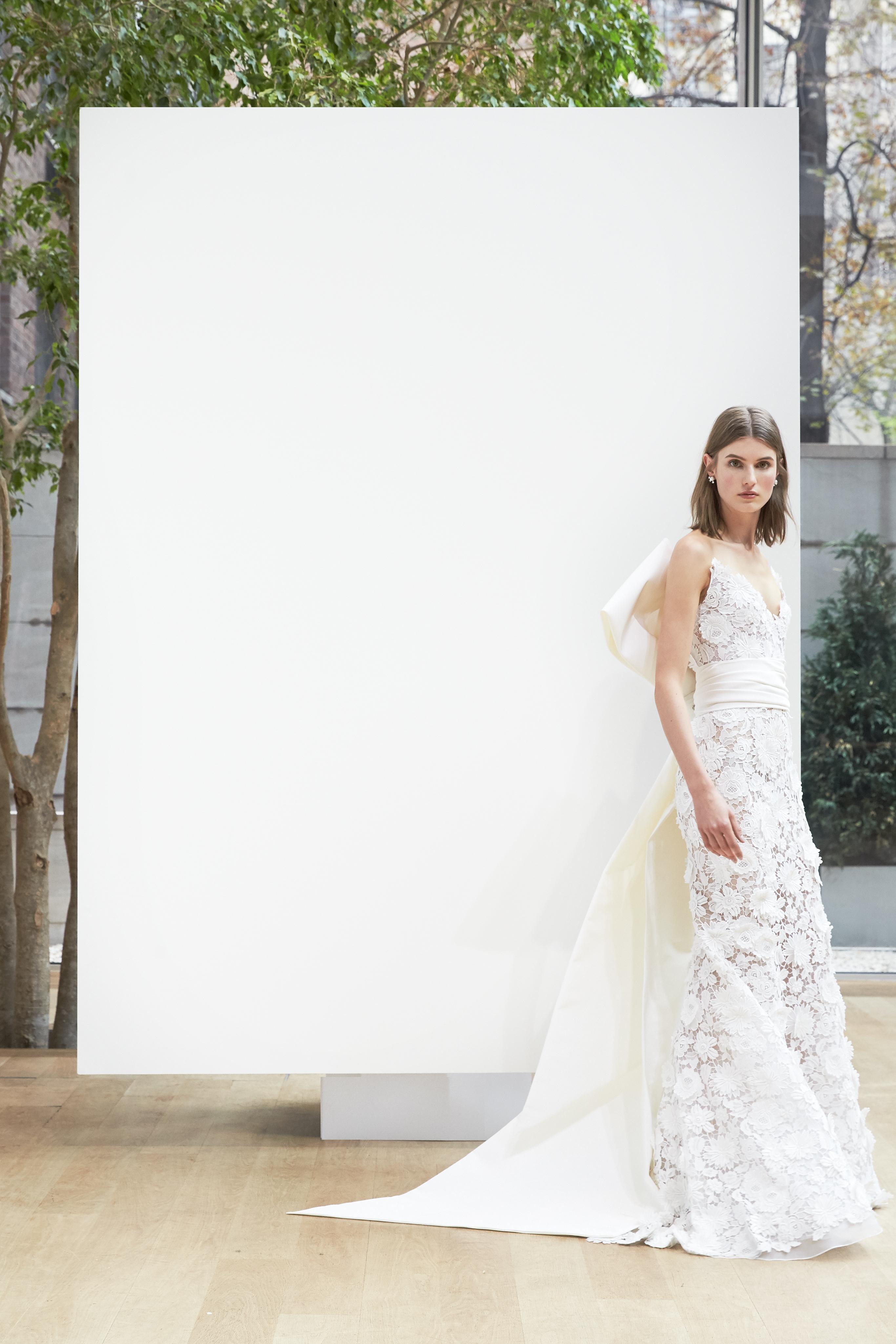 lace trumpet Oscar de la Renta Spring 2018 Wedding Dress Collection