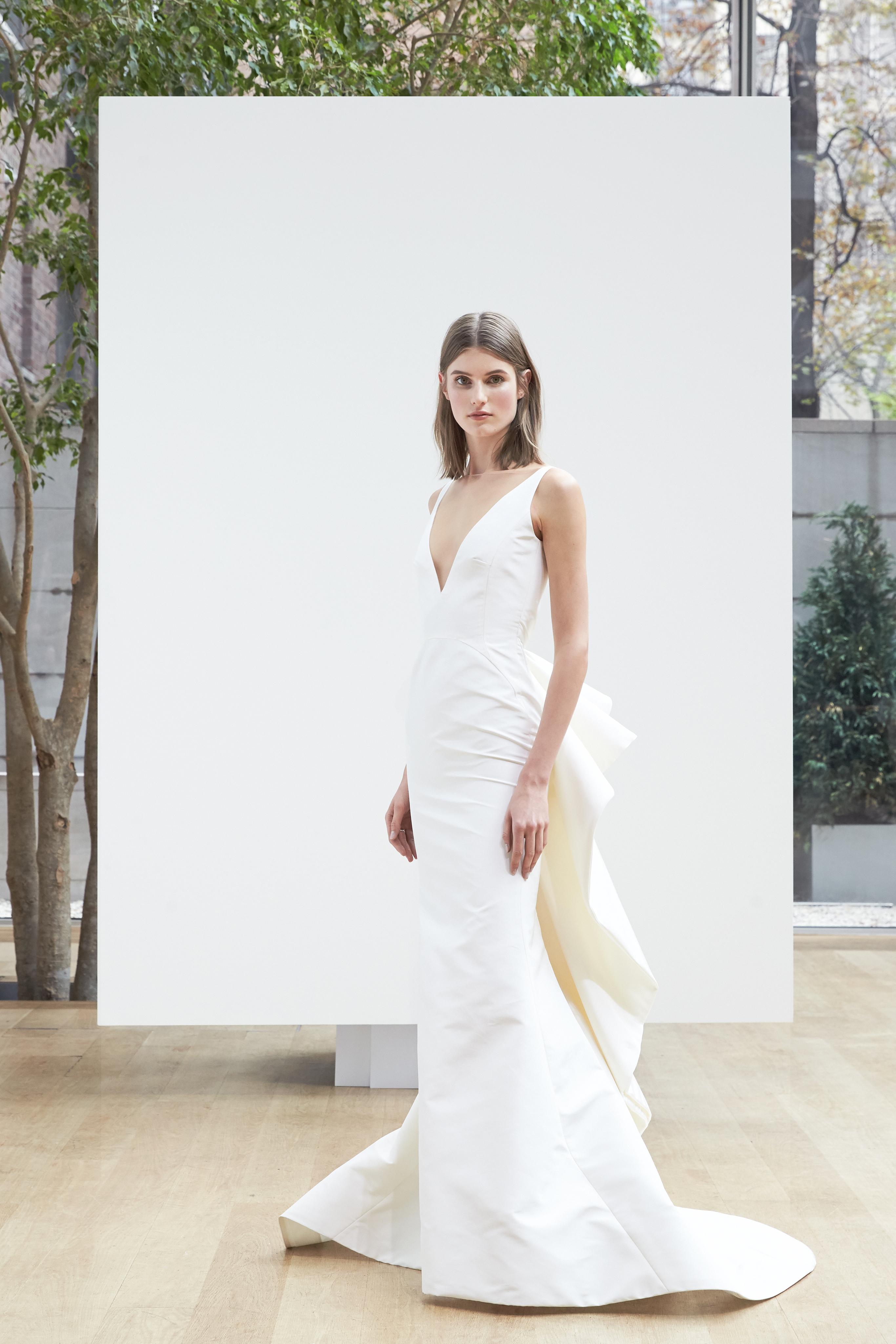 v-neck trumpet Oscar de la Renta Spring 2018 Wedding Dress Collection