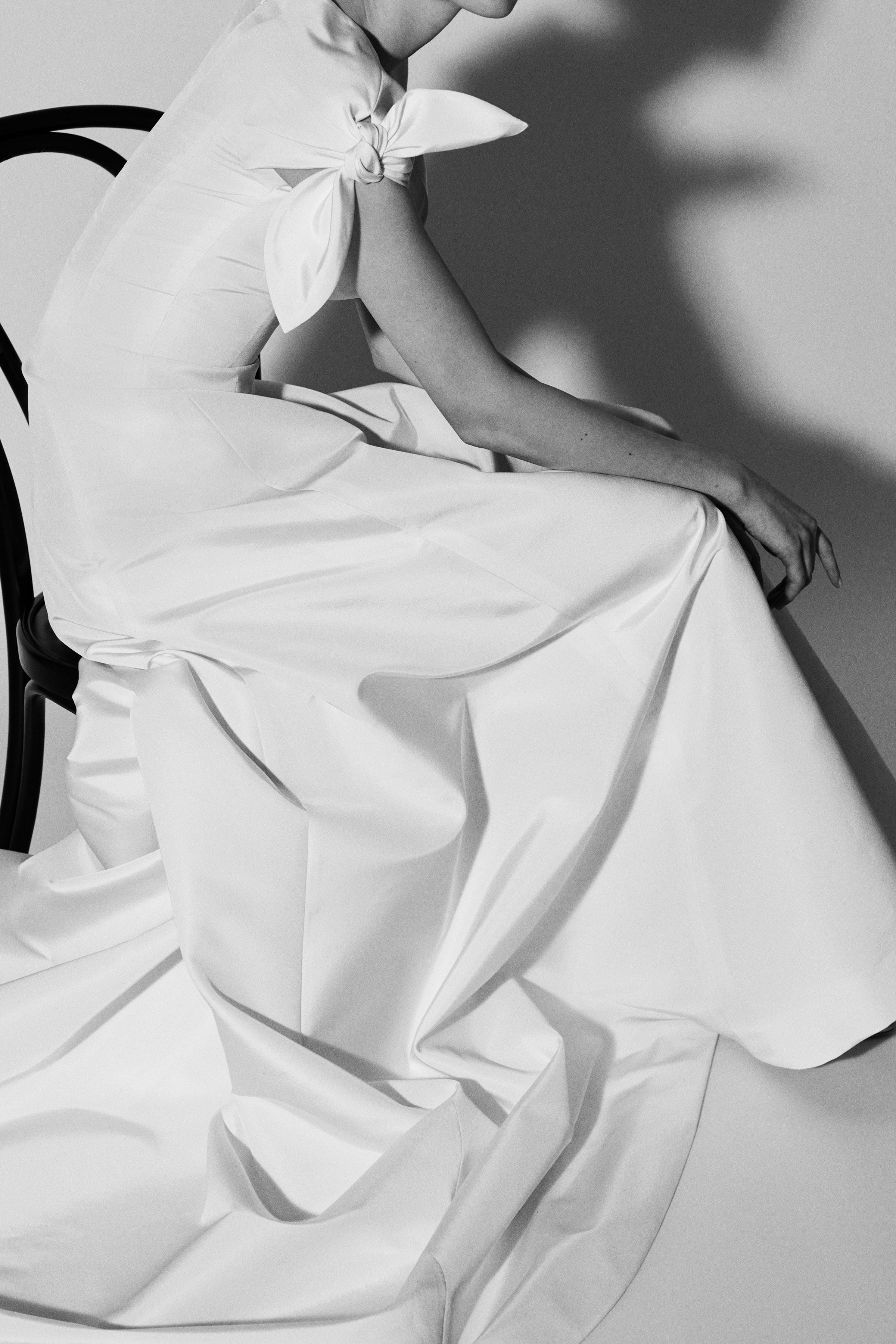 cap sleeve a-line Carolina Herrera Wedding Dress Spring2018