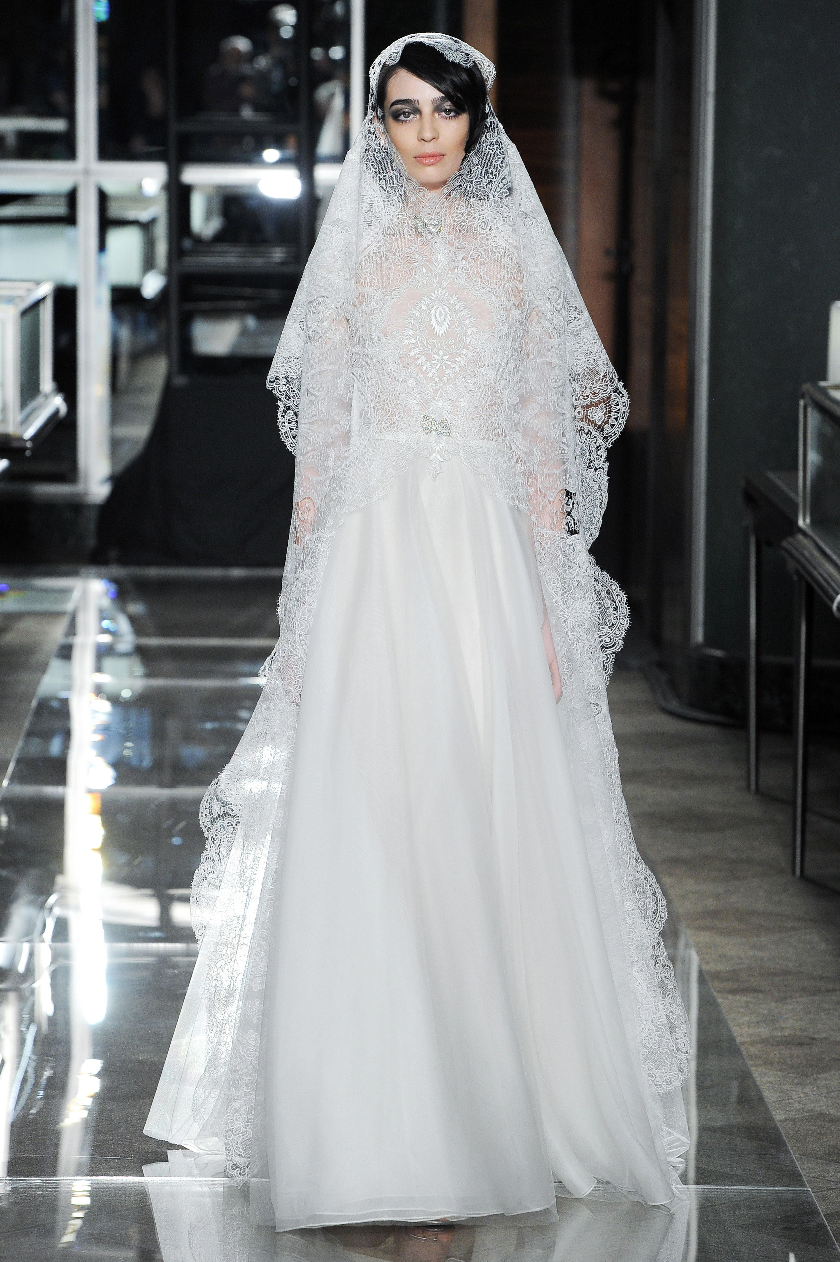 reem acra spring 2018 romantic lace wedding dress with veil